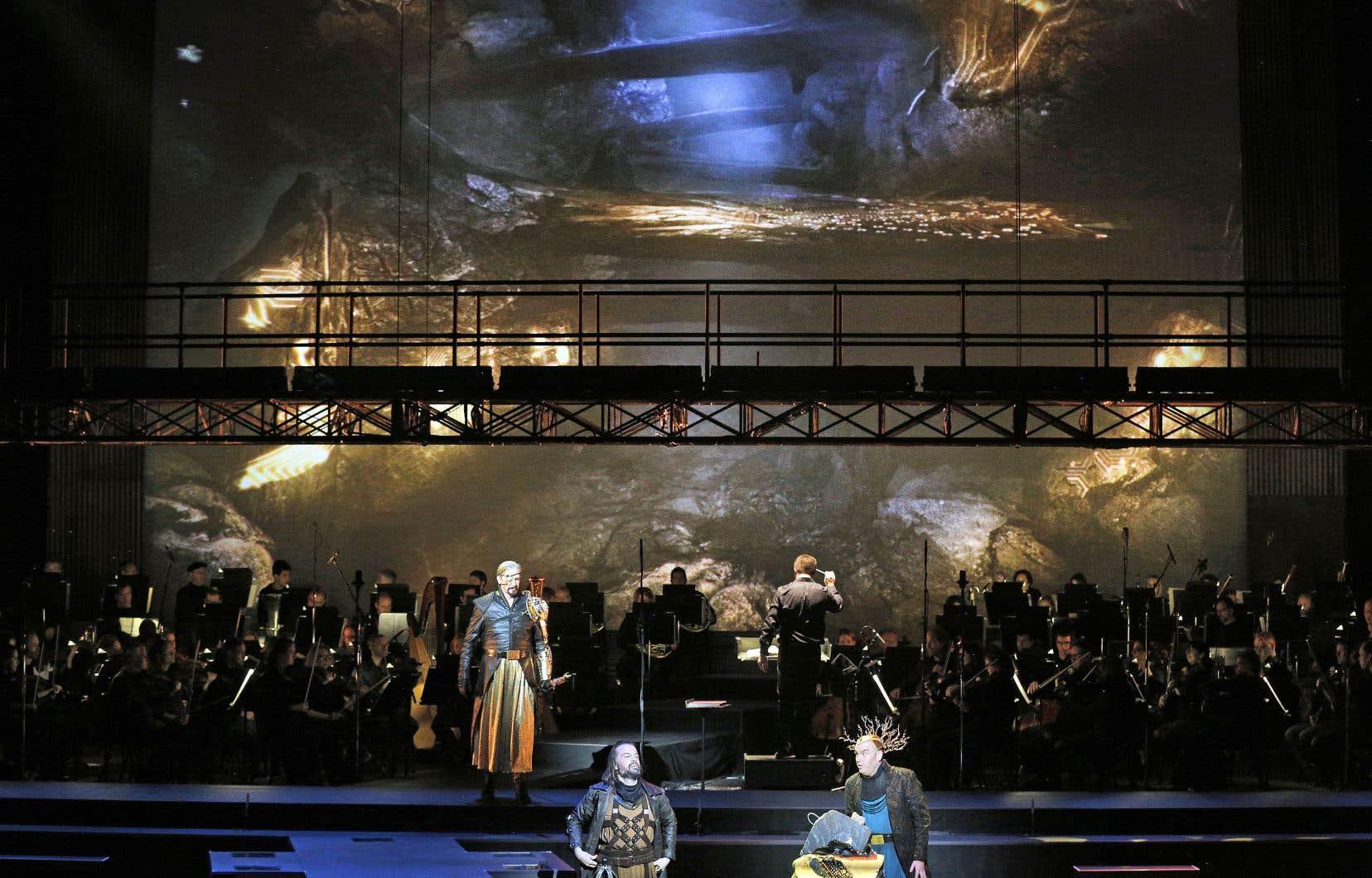 Dans le «Ring», en 15 heures de musique, se déploie une parabole de l'humanité : argent, pouvoir, valeur, amour, trahison. Pour cela, Wagner a inventé le concept d'œuvre d'art totale qui lie musique, théâtre, poésie, peinture et architecture.