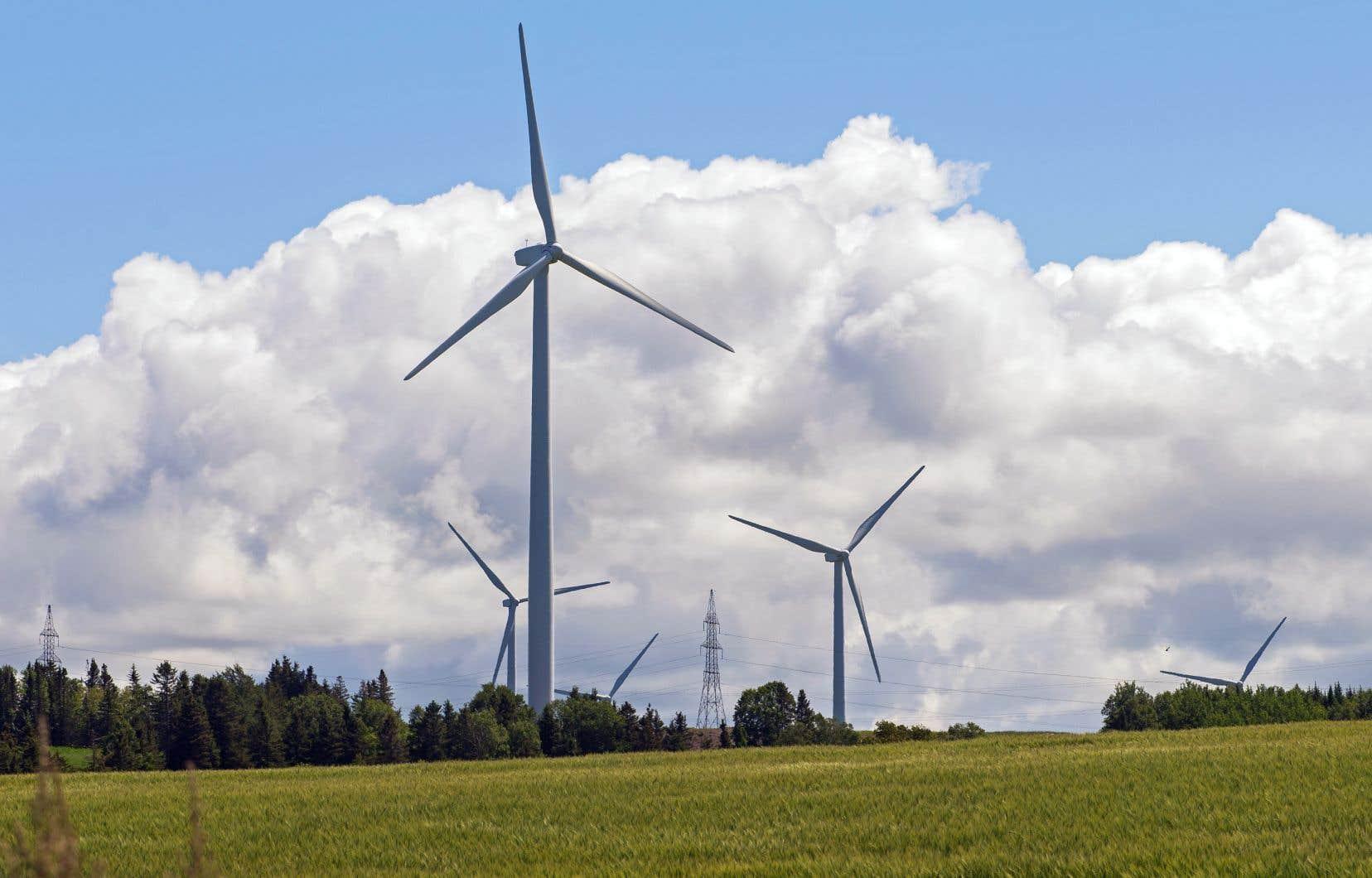 Actuellement, Hydro s'approvisionne auprès de producteurs éoliens privés, mais n'est pas actionnaire ou copropriétaire de ces parcs d'éoliennes.