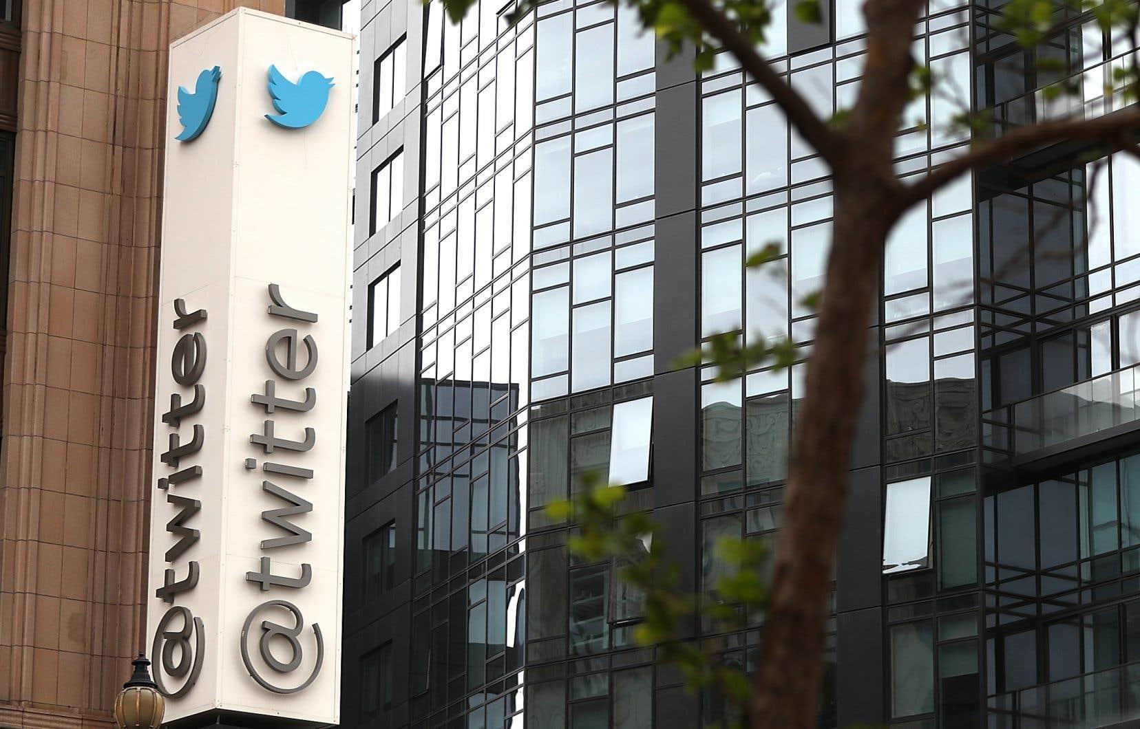 Twittera indiqué avoir «supprimé des comptes qui tentaient de faire passer de fausses informations de façon automatique — en violation de nos règles».