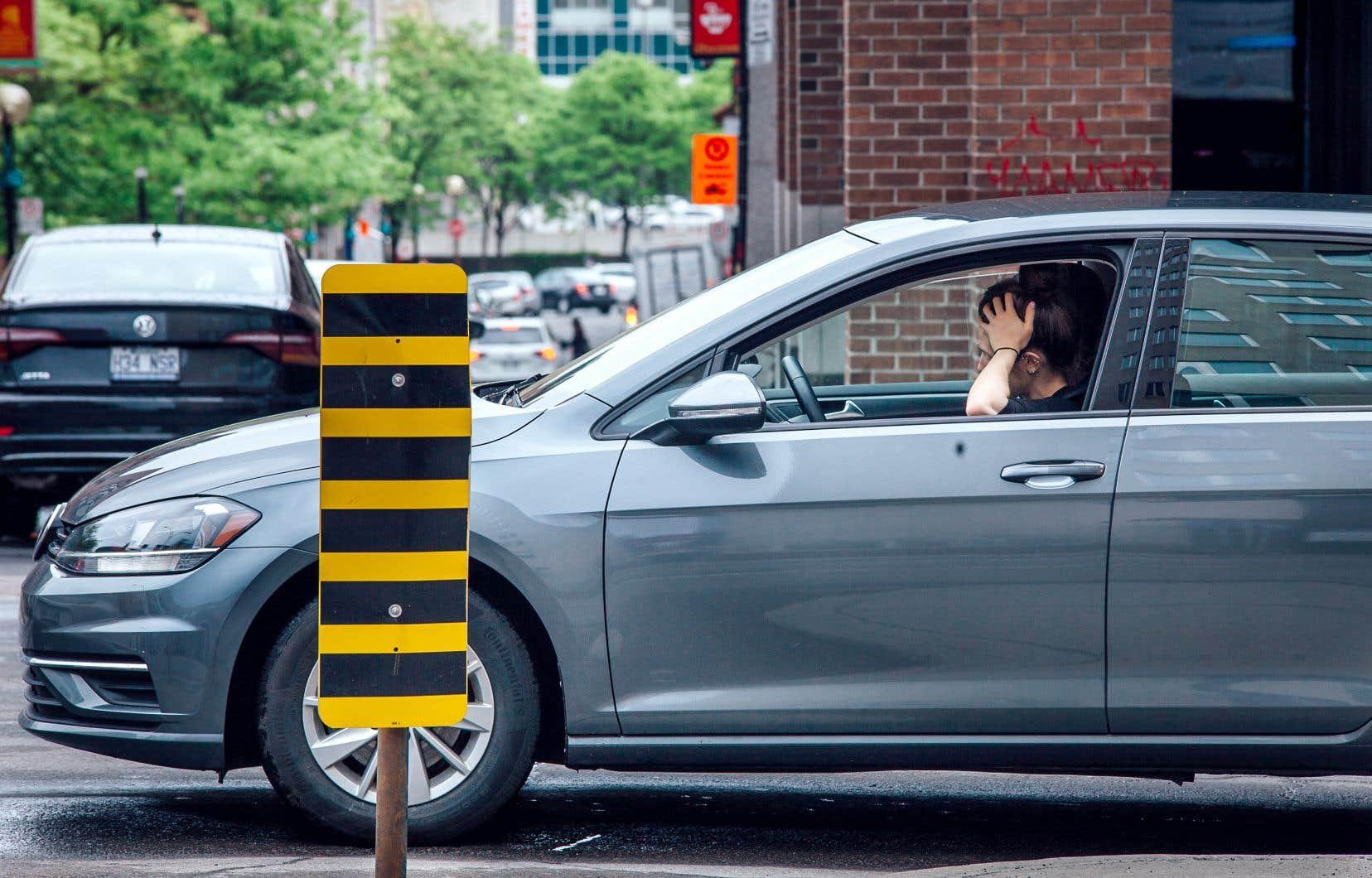 Les horaires variables, le désir de flexibilité et les habitudes de transport arrivent en tête de liste lorsqu'on demande aux gens les raisons qui freinent leur utilisation du covoiturage courte distance.