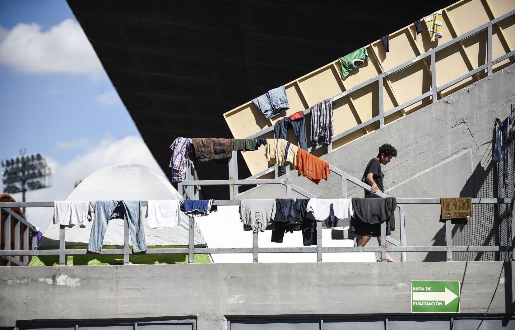 Environ 2000 membres de la caravane ont été hébergés dans un refuge de Mexico, tandis que les autres tentaient de rejoindre la capitale à bord de camions.