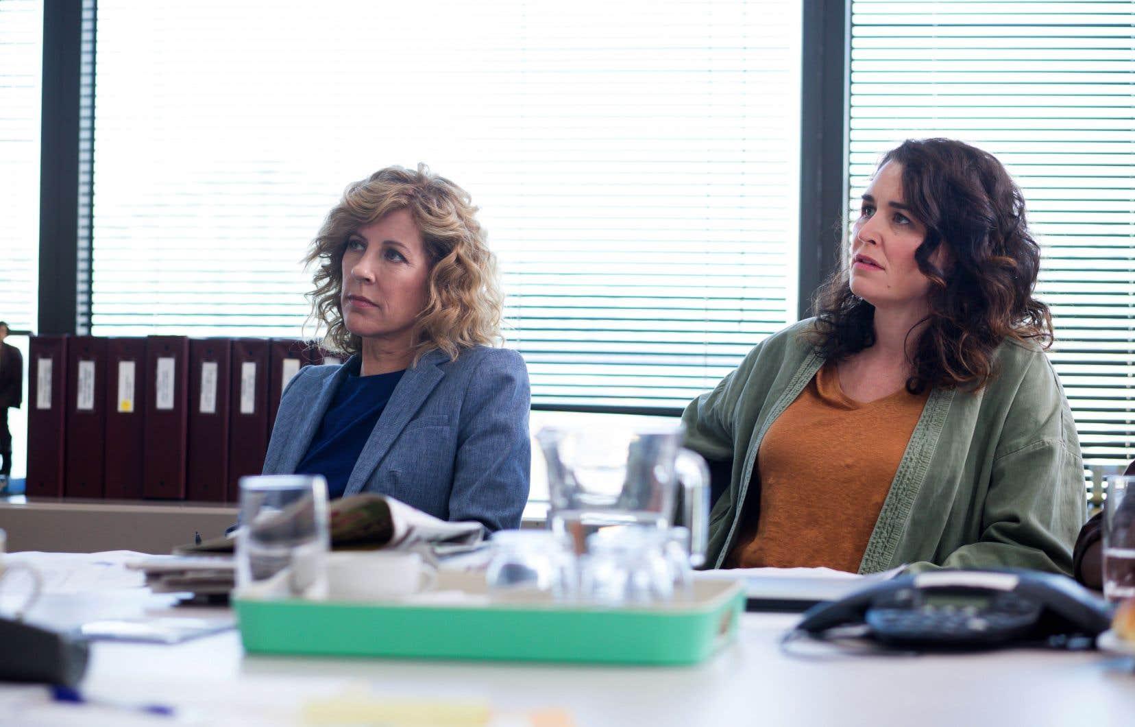 Mettant en vedette Sophie Lorain (à gauche), cette nouvelle saison respire mieux et laisse entrevoir aux téléspectateurs un peu plus de lumière.