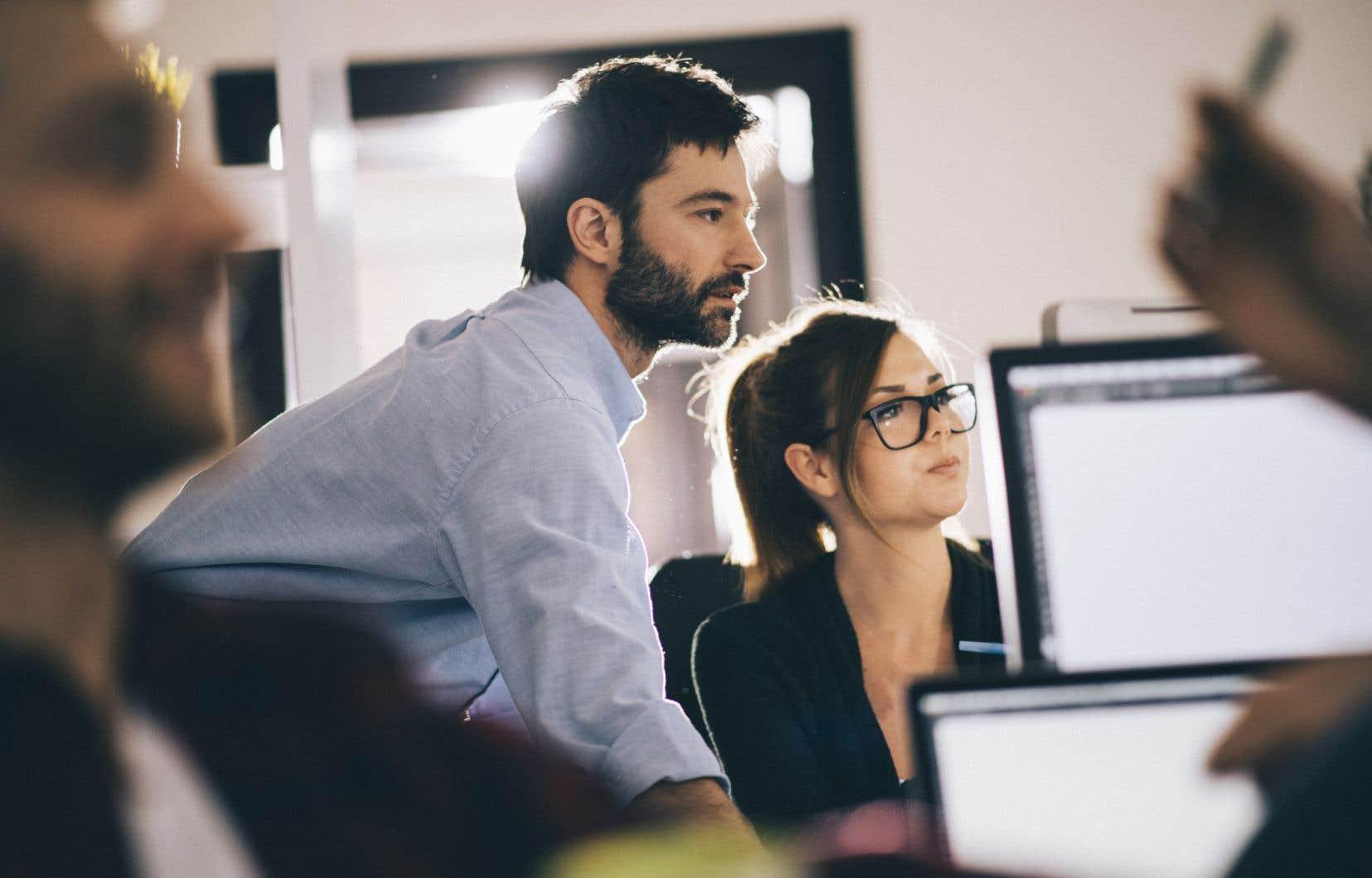 Le manque de ressources humaines capables d'entreprendre le virage de l'intelligence artificelle peut expliquer le retard de certaines entreprises.