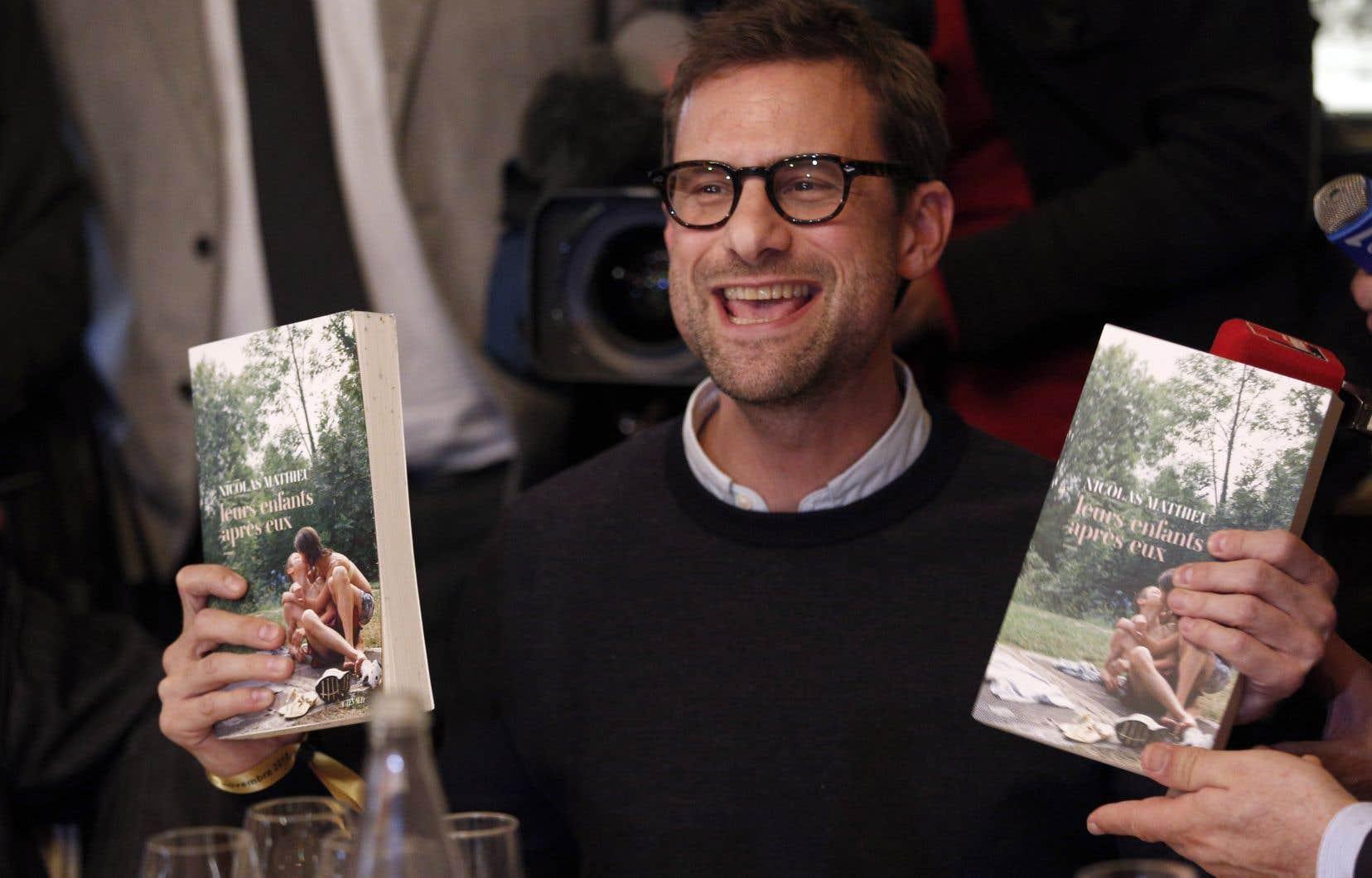 Le plus prestigieux prix littéraire francophone a été remis à l'auteur français Nicolas Mathieu.
