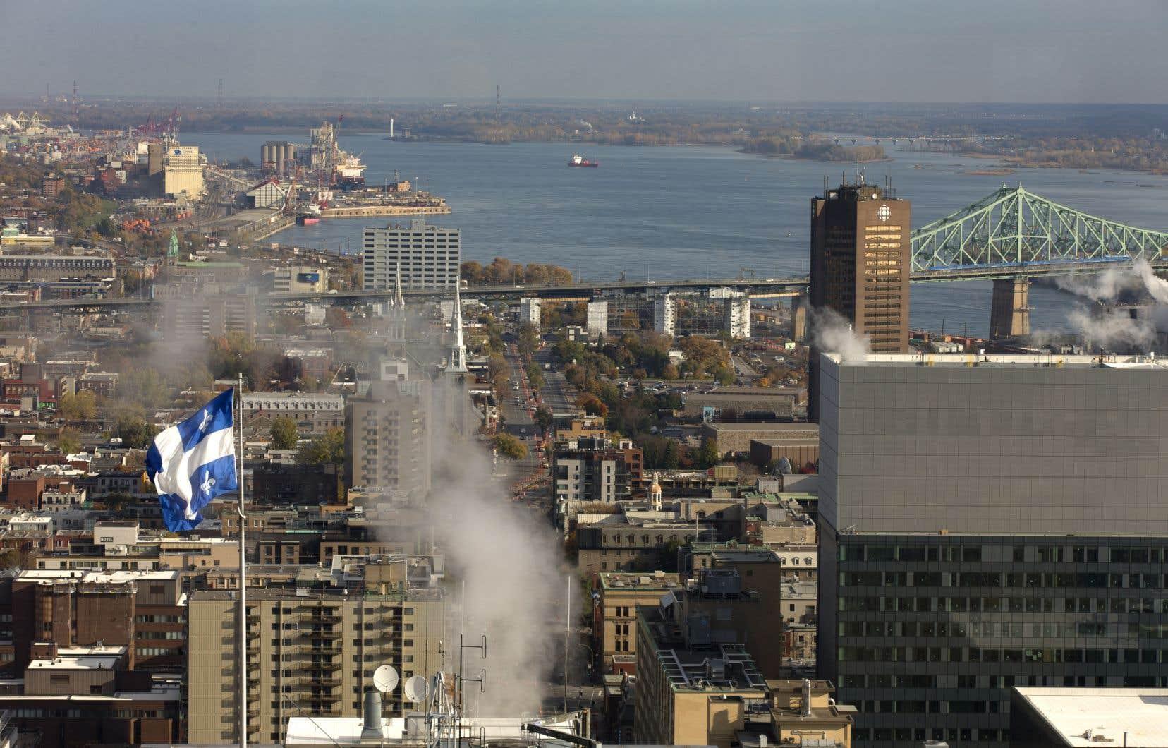 <p>Montréal appliquera sa nouvelle politique de pavoisement à compter du 19novembre prochain.</p>