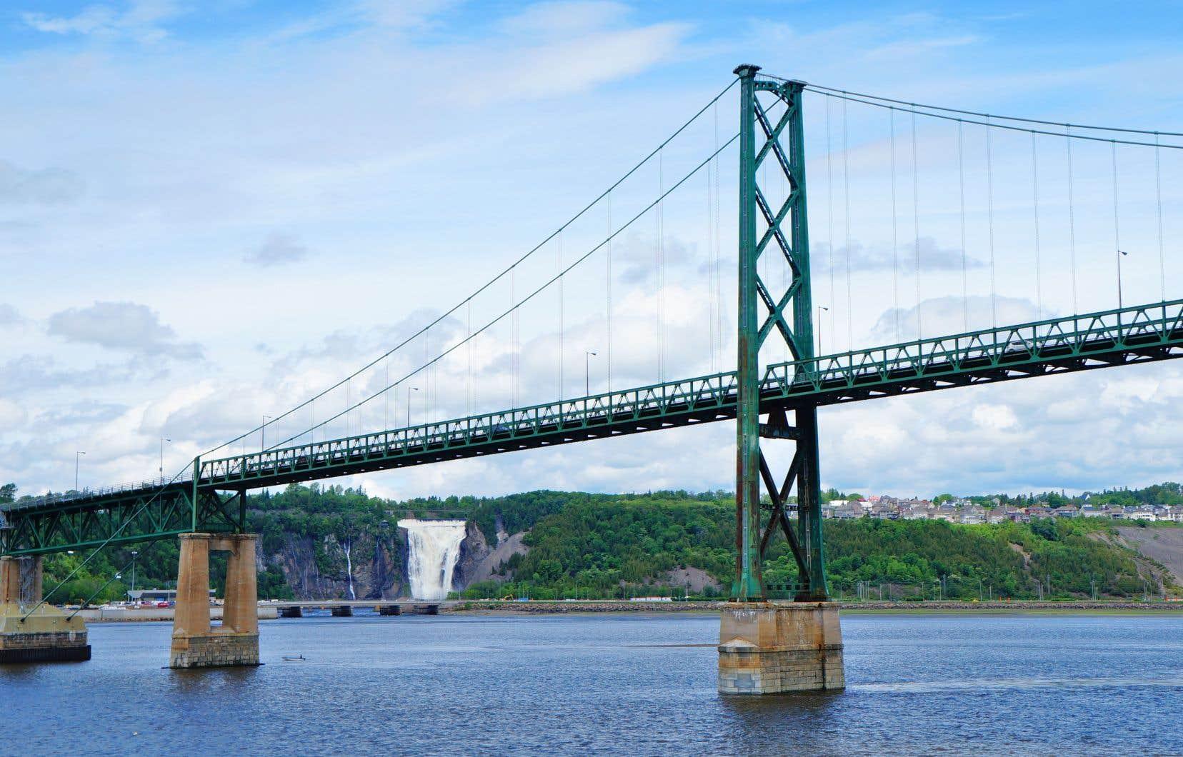 Puisque le gouvernement a décidé de construire le troisième lien à l'est de Québec, cela le rapproche du pont de l'Île-d'Orléans, qui doit de toute façon être remplacé.