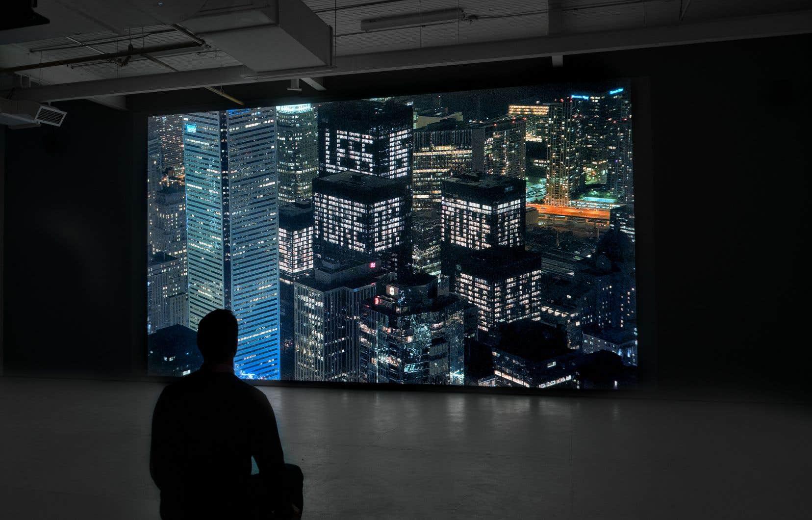 L'œuvre «Less is more or» a été réalisée à partir des fenêtres illuminées des tours du Toronto-Dominion Center, à Toronto.