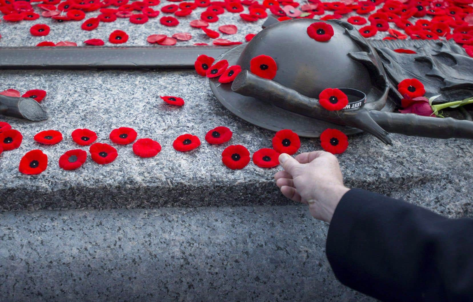 Au Canada, la cérémonie du 11novembre se développe comme un moment clé de communion nationale autour des disparus et des vétérans du premier conflit mondial, rappelle l'auteur.