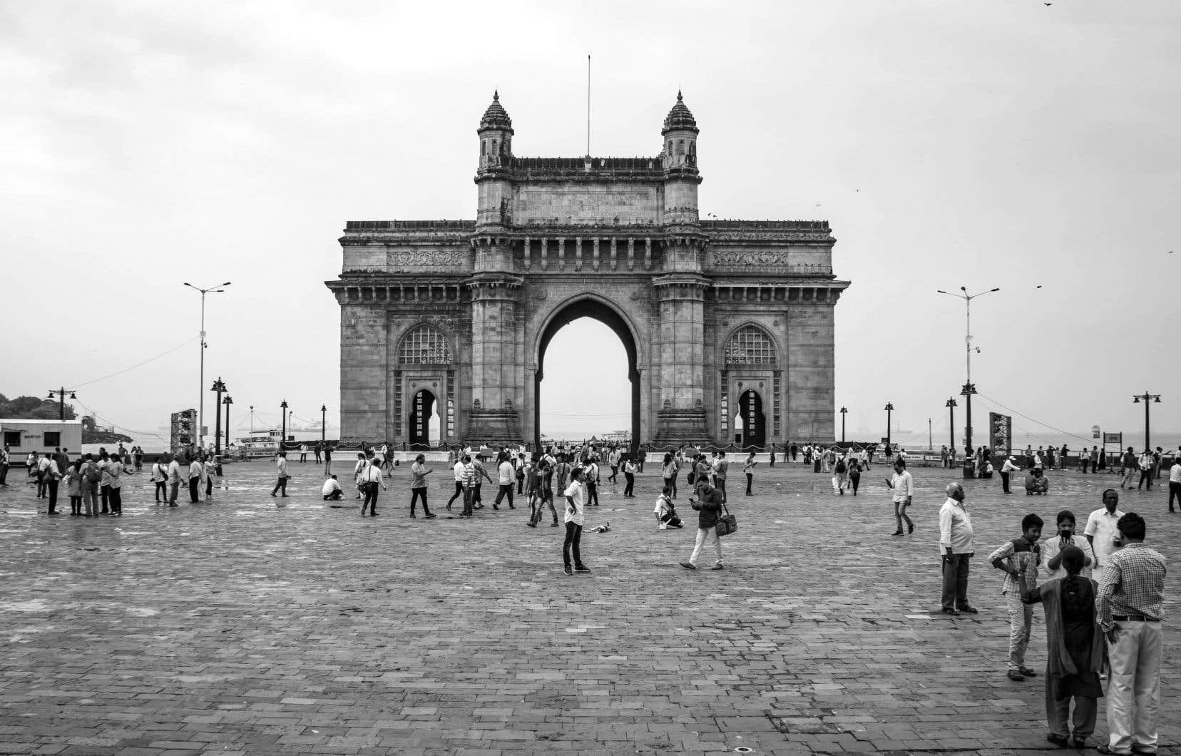 La Porte de l'Inde fait face au Taj Mahal, le majestueux hôtel, où ont séjourné Justin Trudeau, son épouse, Sophie, et leurs trois enfants, en février dernier.