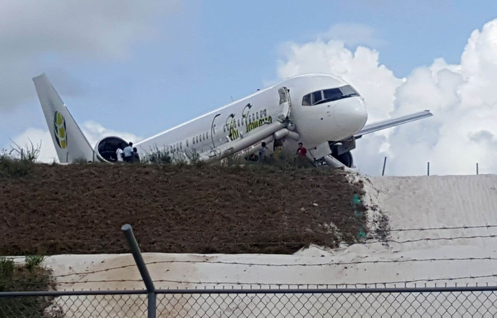 Les 118 passagers et huit membres d'équipage seraient sains et saufs, selon le transporteur aérien Fly Jamaica Airways,