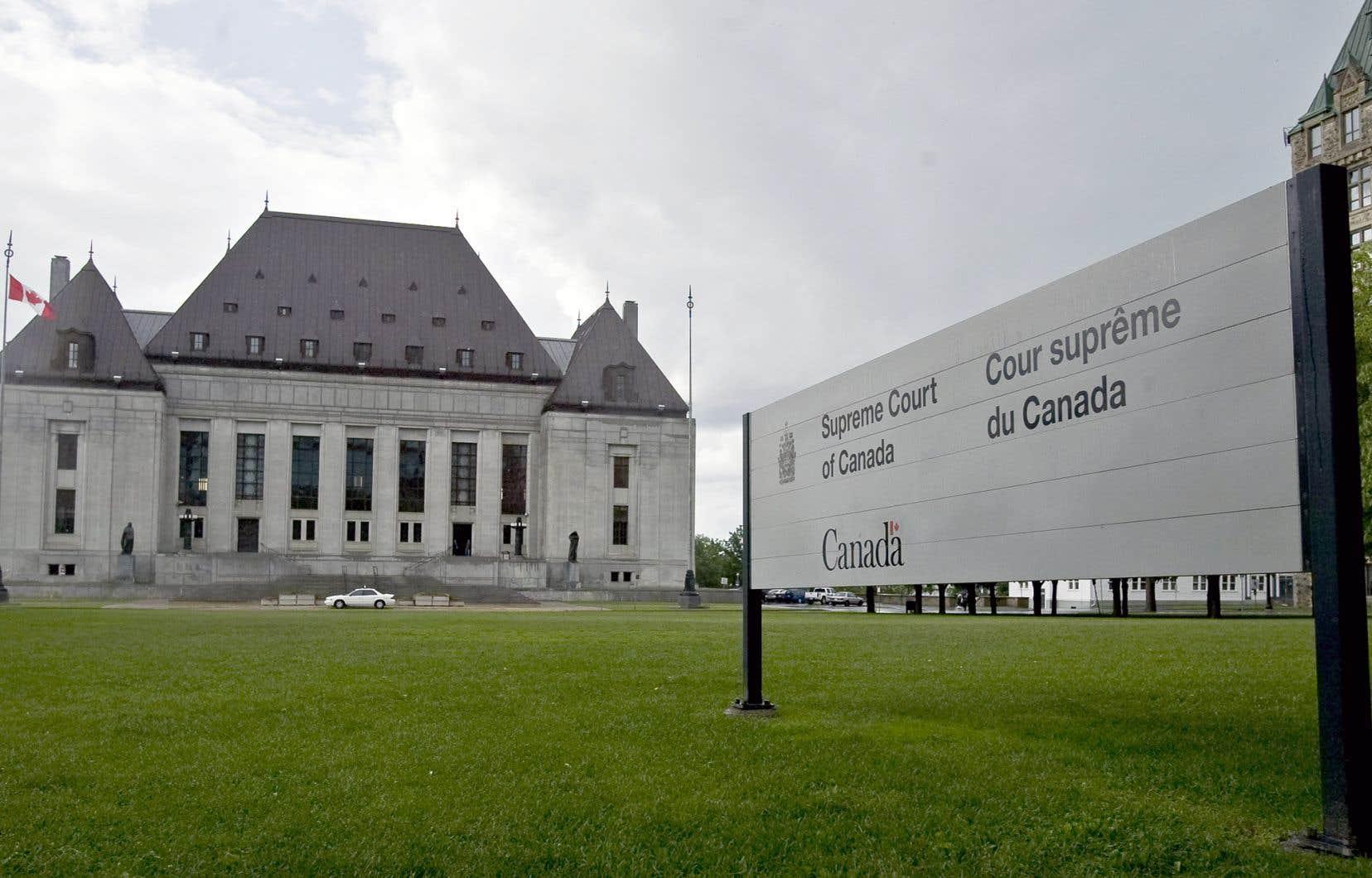 En 2011, la Cour suprême avait affirmé que le projet d'Ottawa allait à l'encontre de la Constitution en raison des compétences déjà reconnues aux provinces en cette matière.