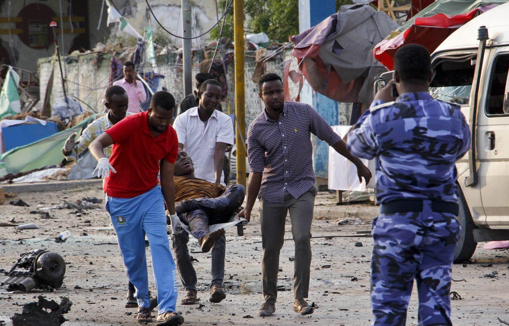 <p>Les islamistes somaliens shebab utilisent régulièrement pour leurs attaques des véhicules piégés, dont l'explosion précède souvent l'entrée en action d'un commando lourdement armé pour faire le plus de victimes possible.</p>