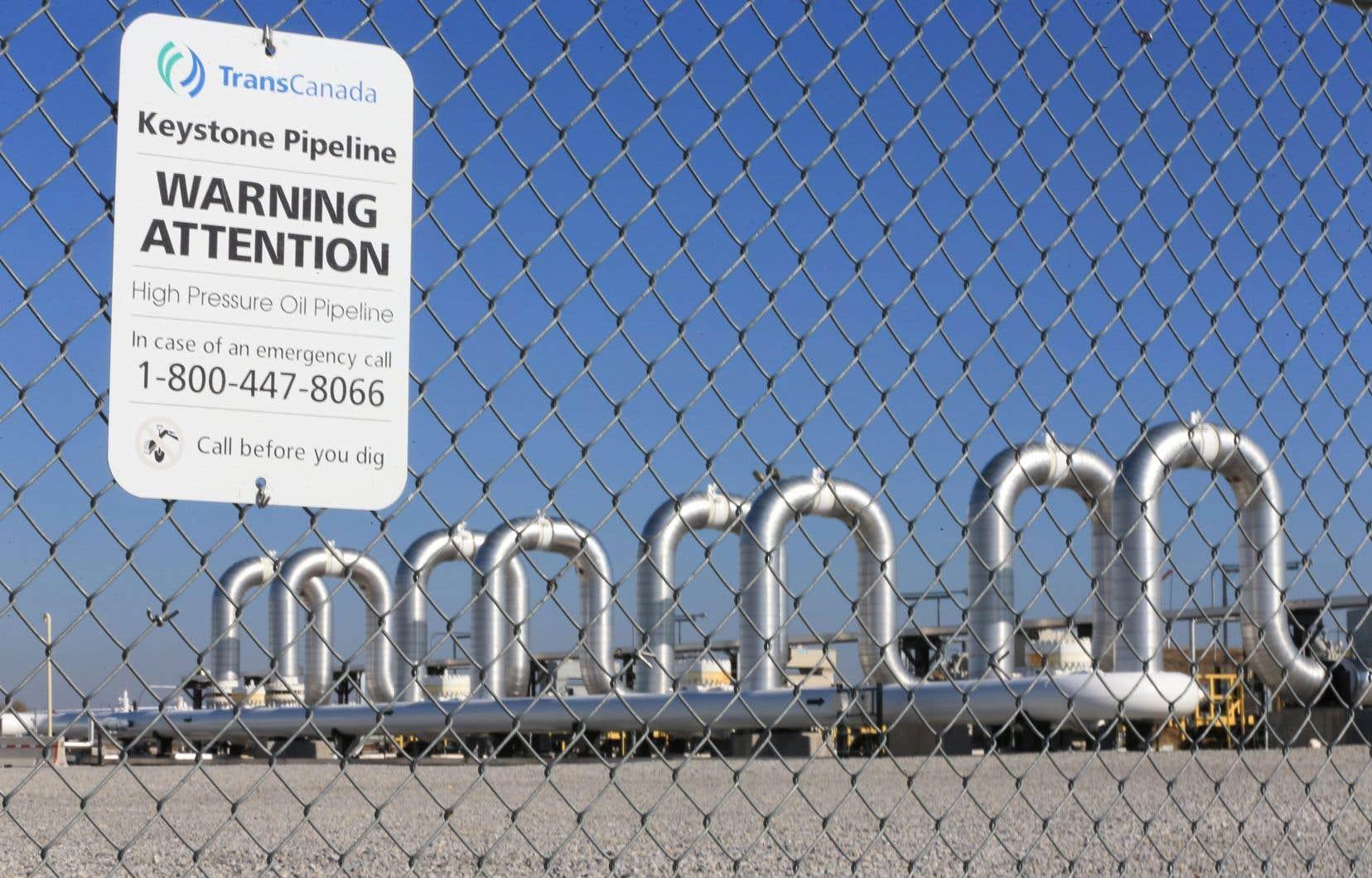 Keystone XL, un oléoduc de 1897 kilomètres, transporterait jusqu'à 830000 barils de pétrole brut par jour entre Hardisty, en Alberta, et Steele City, dans le Nebraska.