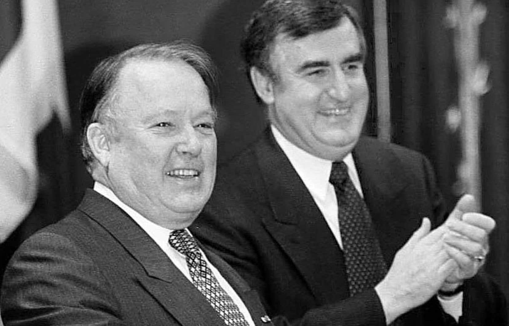Sur cette photo, MM. Landry et Bouchard prononcent un discours en 1998.