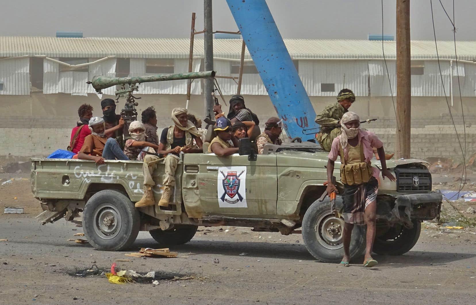Des forces pro-gouvernementales se trouvant dans l'est de la ville de Hodeïda et continuant leur avancée sur les rebelles houthis