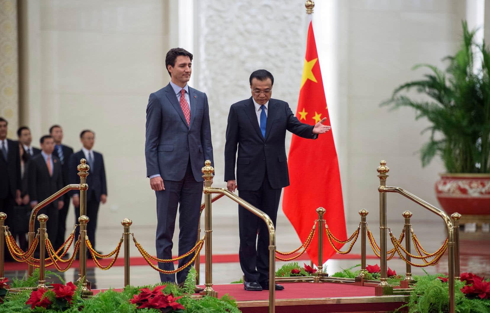 Le premier ministre chinois, Li Keqiang (à droite), accueillait son homologue canadien, JustinTrudeau, en décembre 2017, alors que les deux leaders cherchaient à lancer, sans succès, les négociations d'un accord de libre-échange.