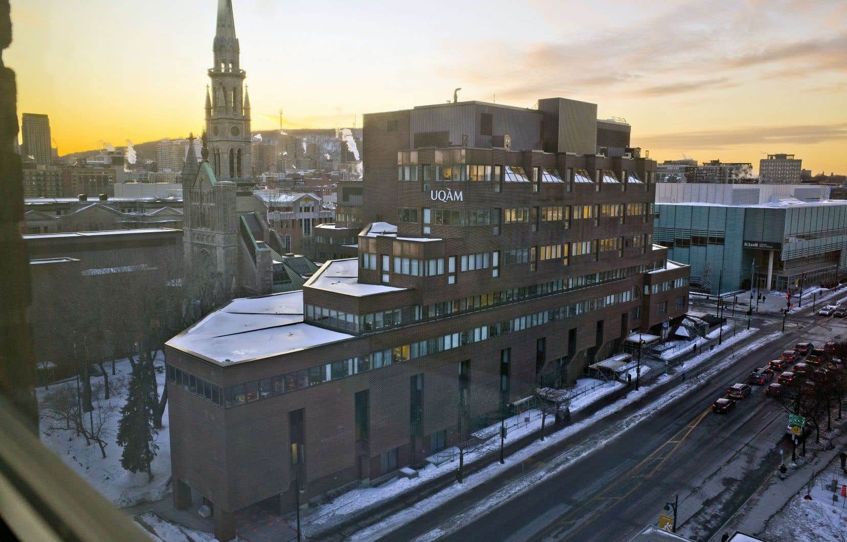 L'UQAM est la première université francophone du Québec à permettre à ses étudiants de «choisir» leur prénom, qui peut différer de leur prénom officiel figurant sur leur certificat de naissance.