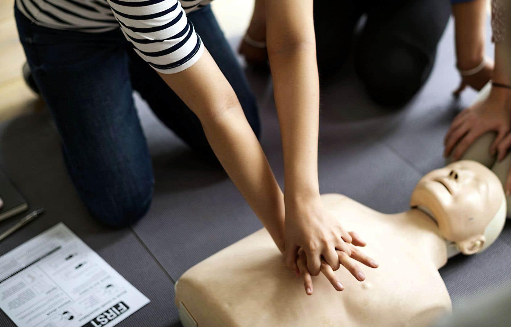 Grâce à la technologie de simulation par réalité virtuelle totalement immersive (SRVTI), l'étudiant pourra, lors de sa formation, offrir les soins préhospitaliers à un mannequin aux prises avec un infarctus, par exemple.