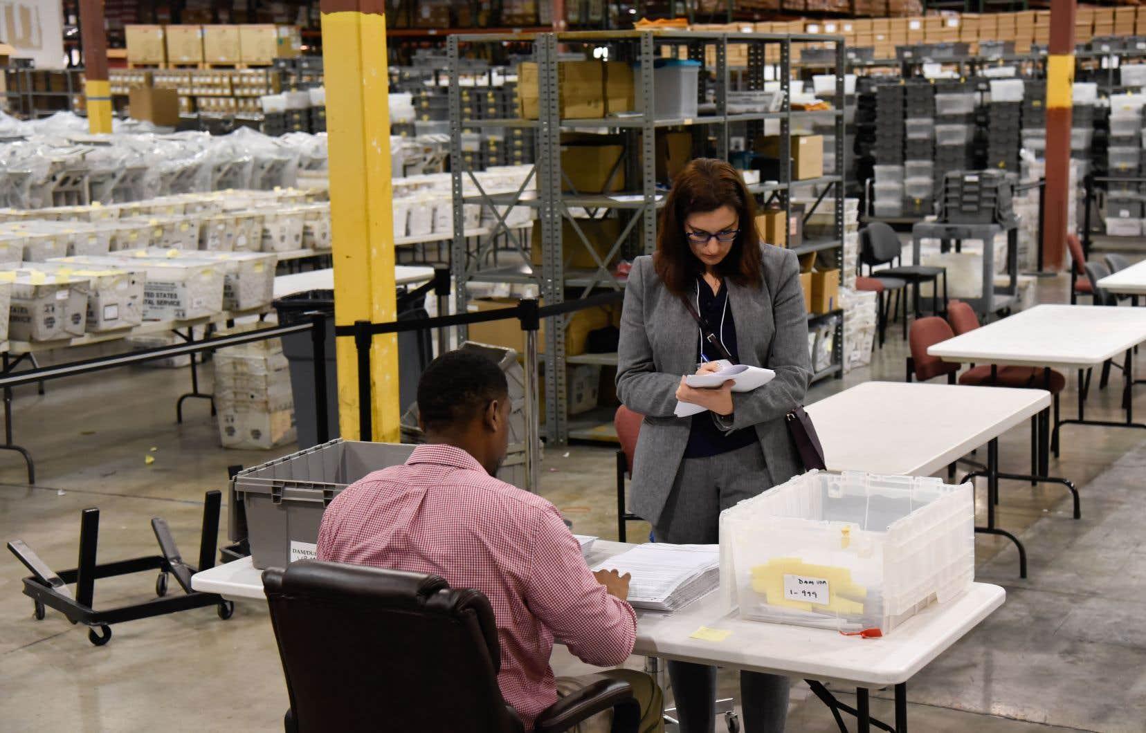 Les comtés de Floride s'attellent depuis le week-end dernier à recompter les bulletins de vote.