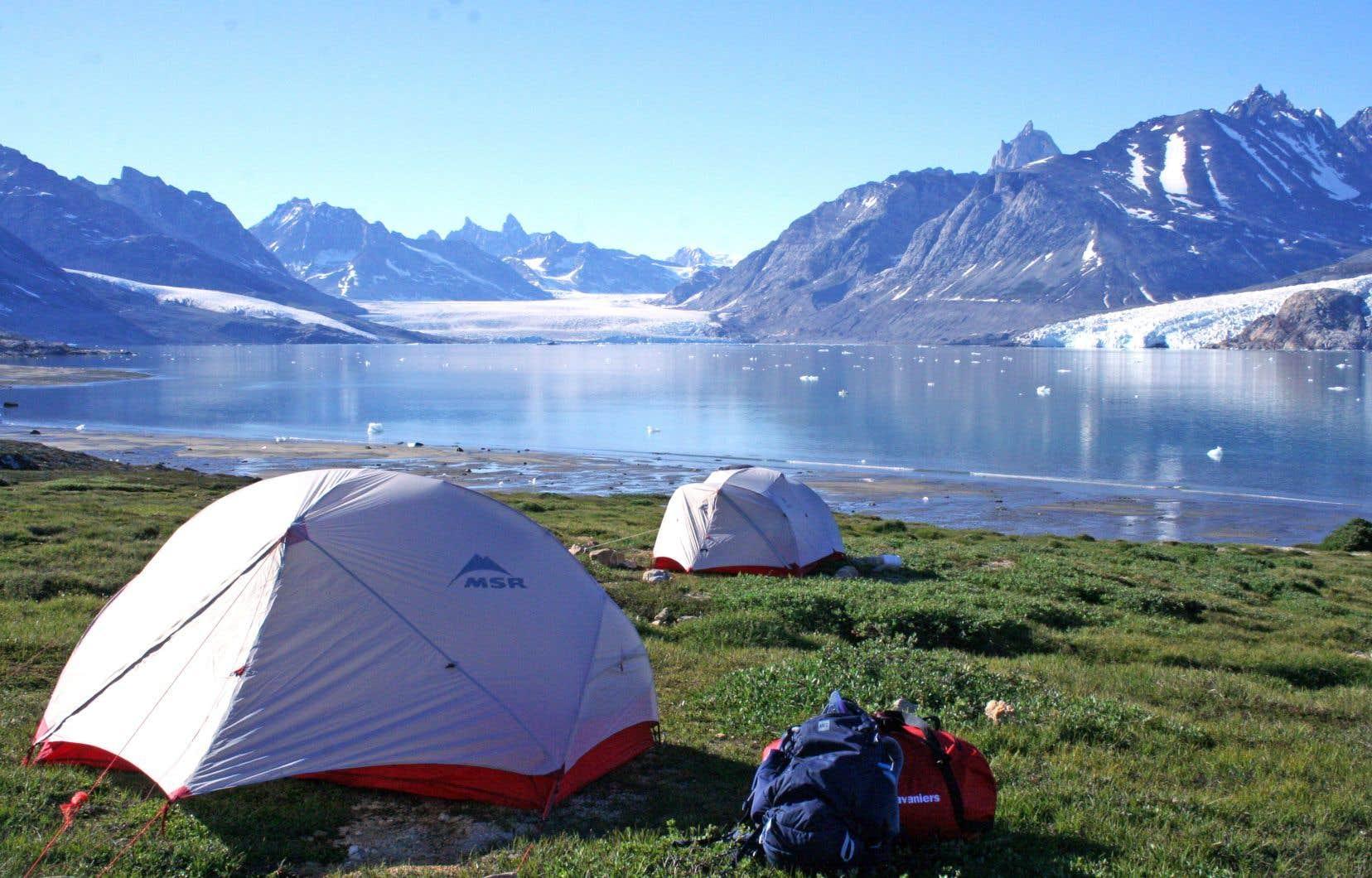 Les excursions à pied ou en kayak au Groenland ont lieu de juillet à septembre. Idéalement, il faut réserver plusieurs mois à l'avance. L'itinéraire est extrêmement bien planifié, mais on se déplace pas à pas, au rythme de la nature, en vrais nomades.