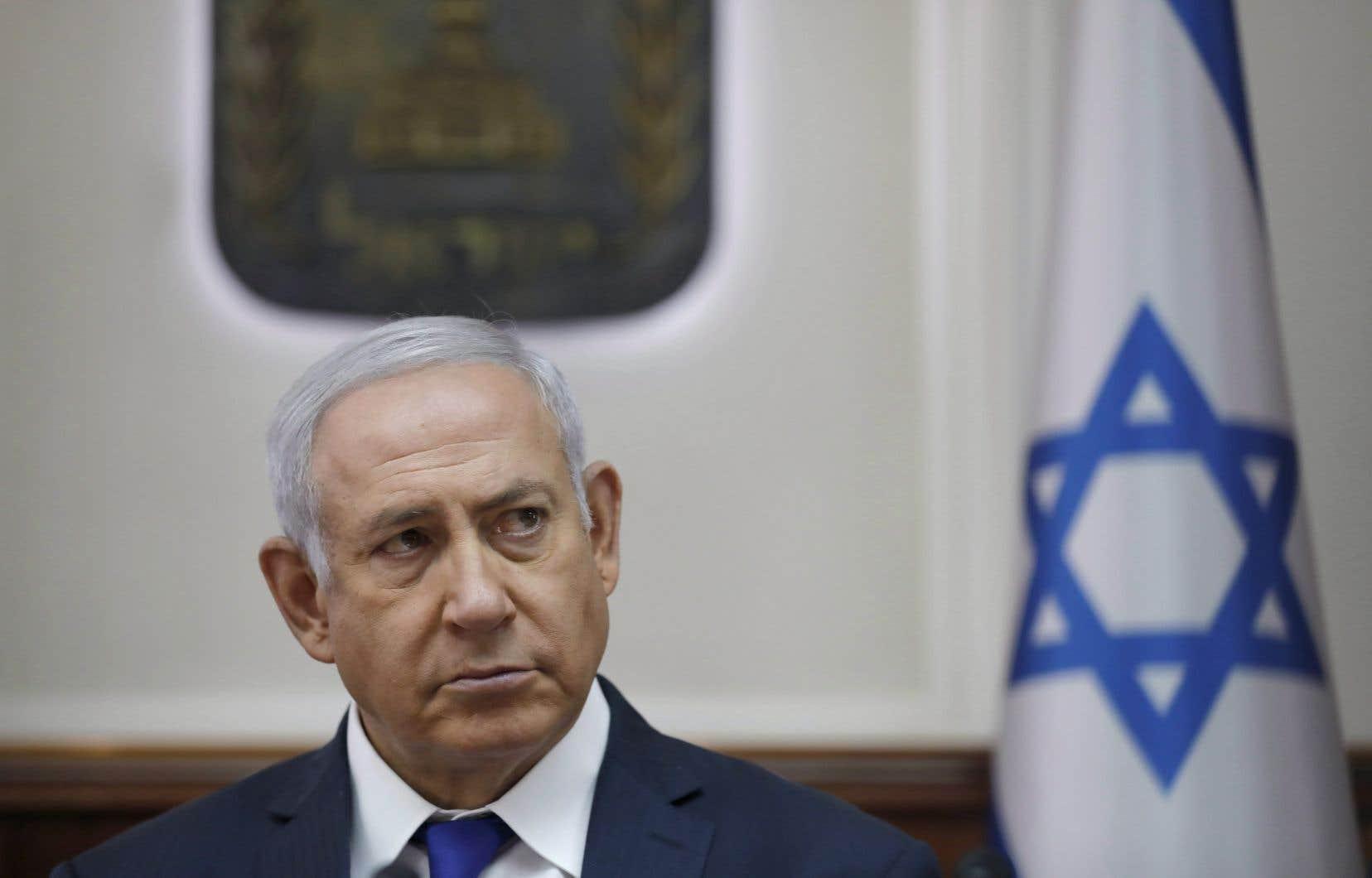 Le premier ministre israélien, Benjamin Nétanyahou, fait face à des choix difficiles après la démission de son ministre de la Défense.