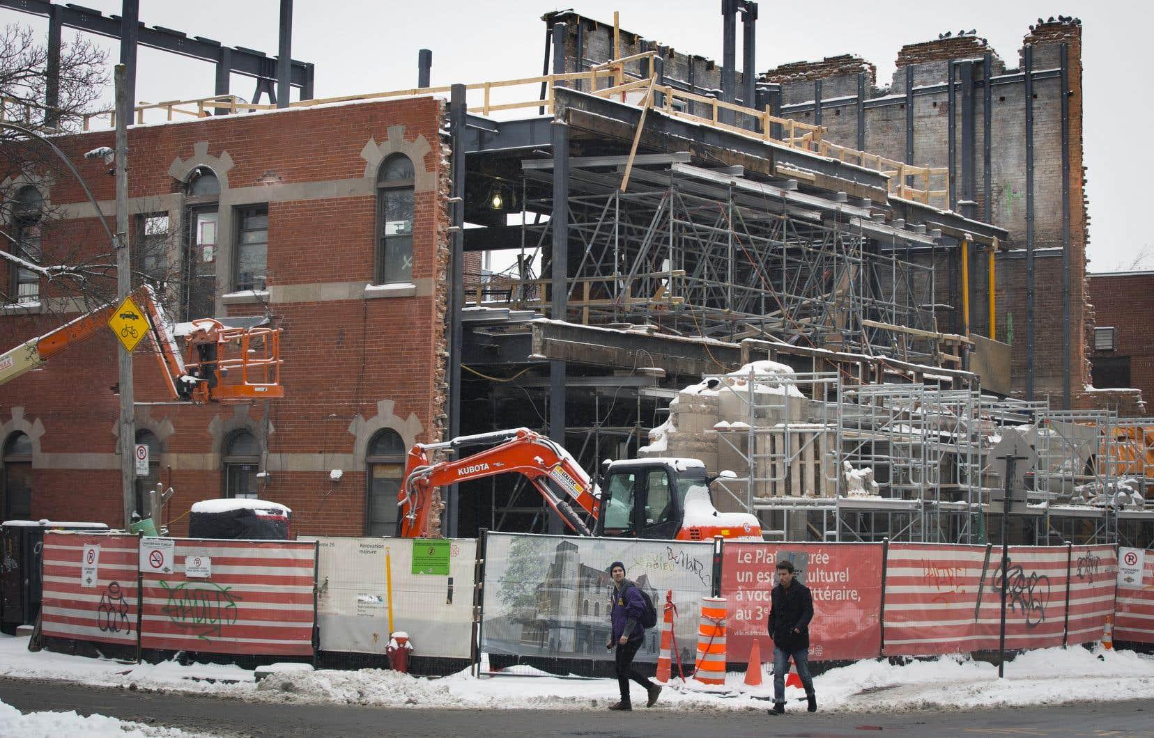 Vue actuelle de la caserne 26 à la suite de la démolition de la façade de pierres grises et du toit