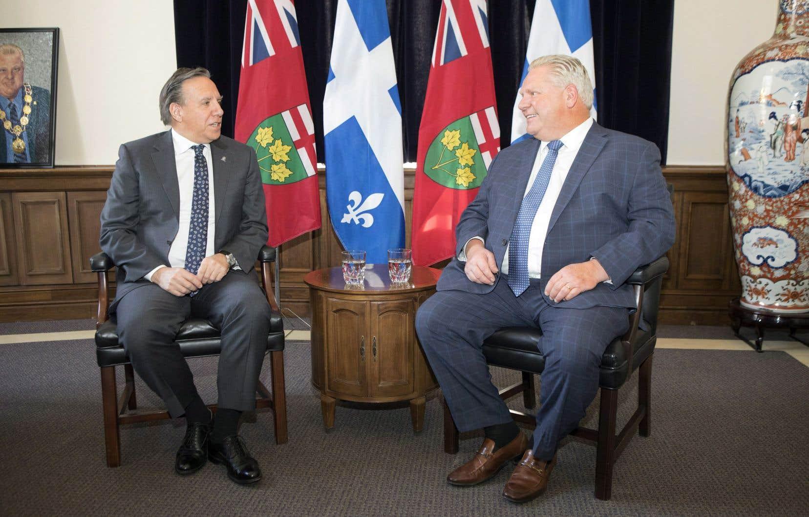 Les premiers ministres du Québec et de l'Ontario, François Legault et Doug Ford, ont eu une première rencontre à Toronto, lundi.