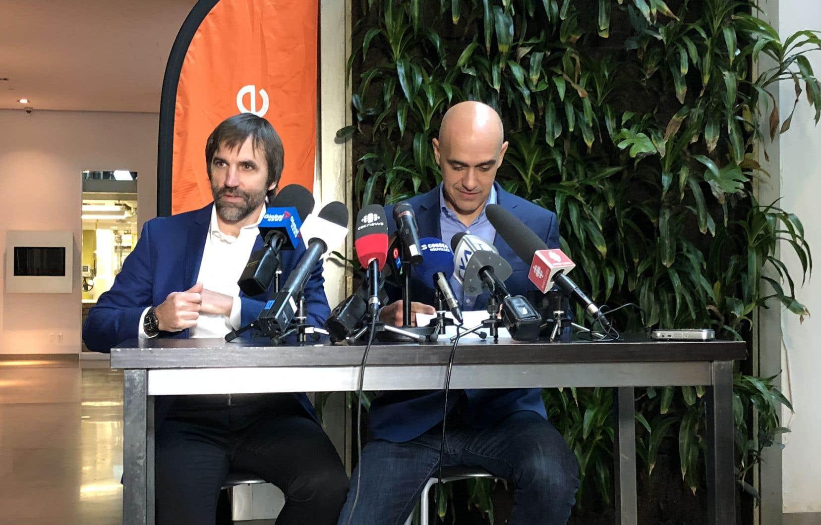Steven Guilbeault (à gauche),au moment d'annoncer son départ d'Équiterre, en octobre dernier
