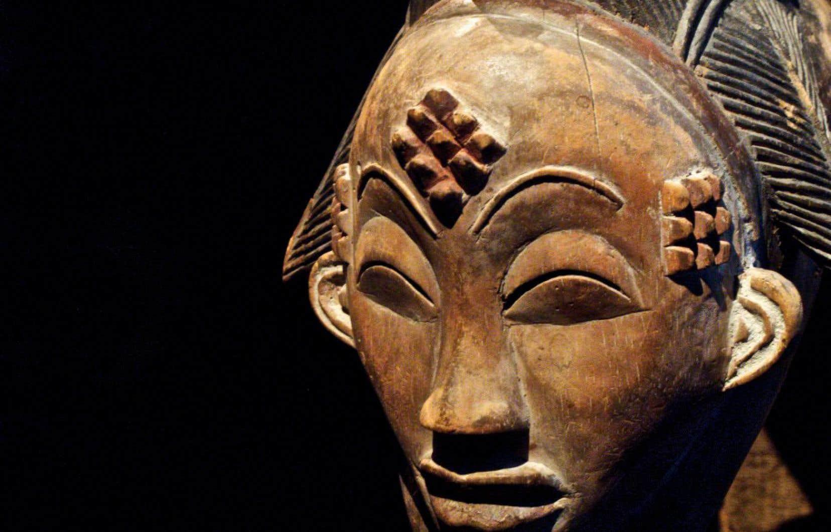 Masque anthropomorphe Okuyi, population Punu (Gabon), début du XXe siècle,œuvre africaine de la collection du musée du quai Branly – Jacques Chirac, à Paris.