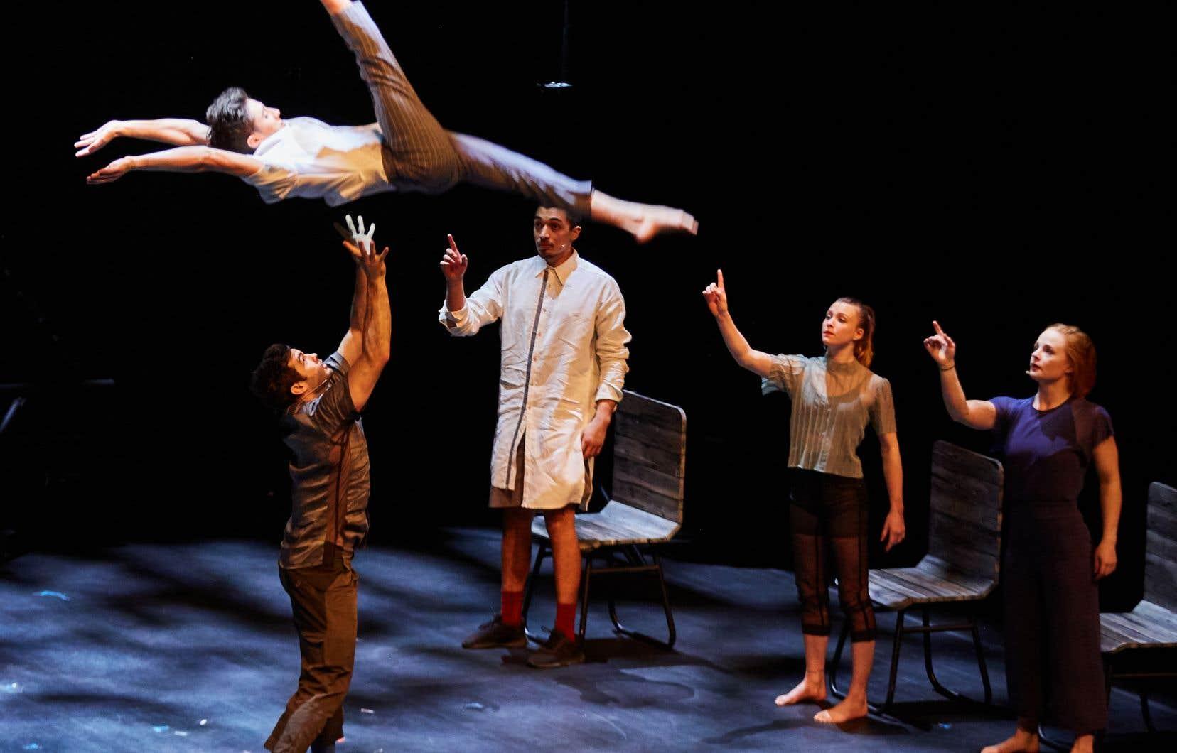 Le spectacle «Passagers» marie images, musique et prestations acrobatiques dans un tourbillon évocateur et inspirant.