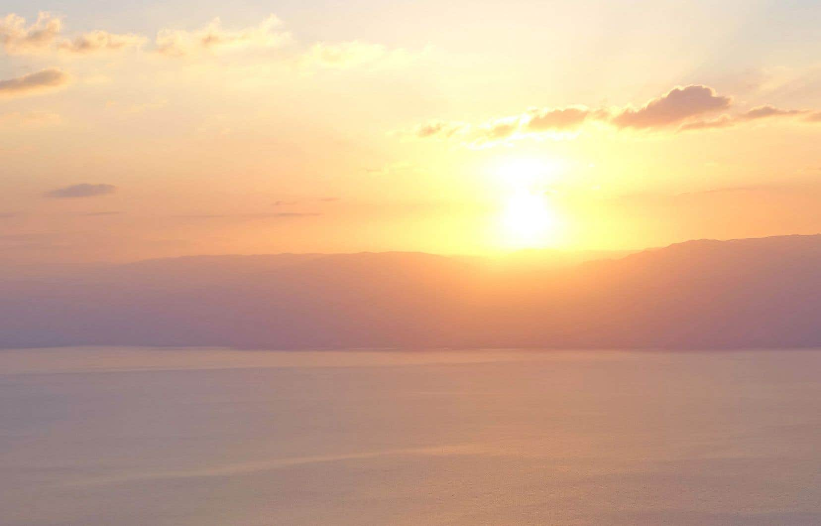 Lever de soleil sur la mer Morte