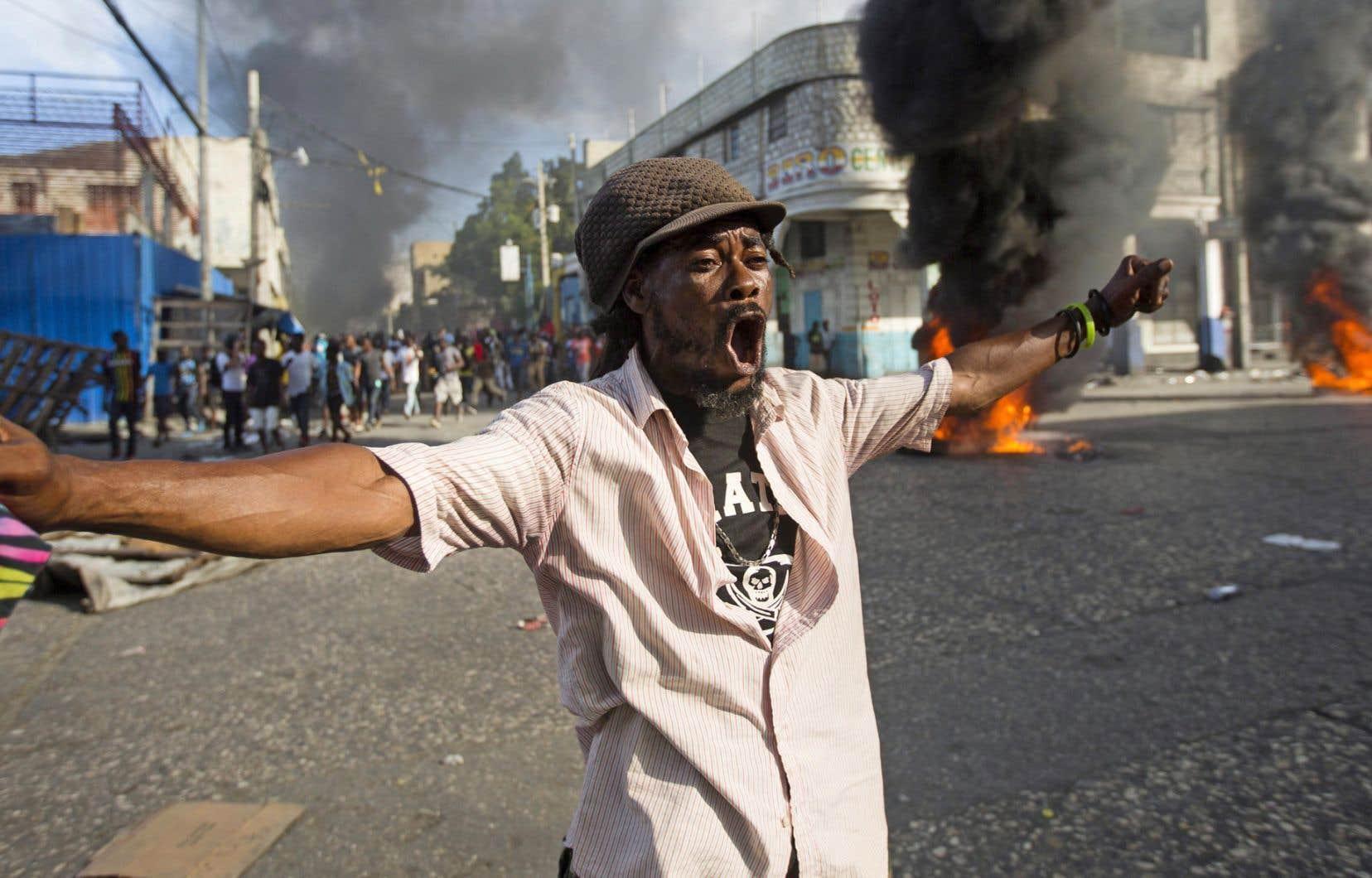 Selon la police nationale, trois personnes ont été tuées par balle au cours de ces mobilisations citoyennes réunissant plusieurs milliers de personnes dimanche, l'opposition évoquant de son côté un bilan de onze morts à travers le pays.