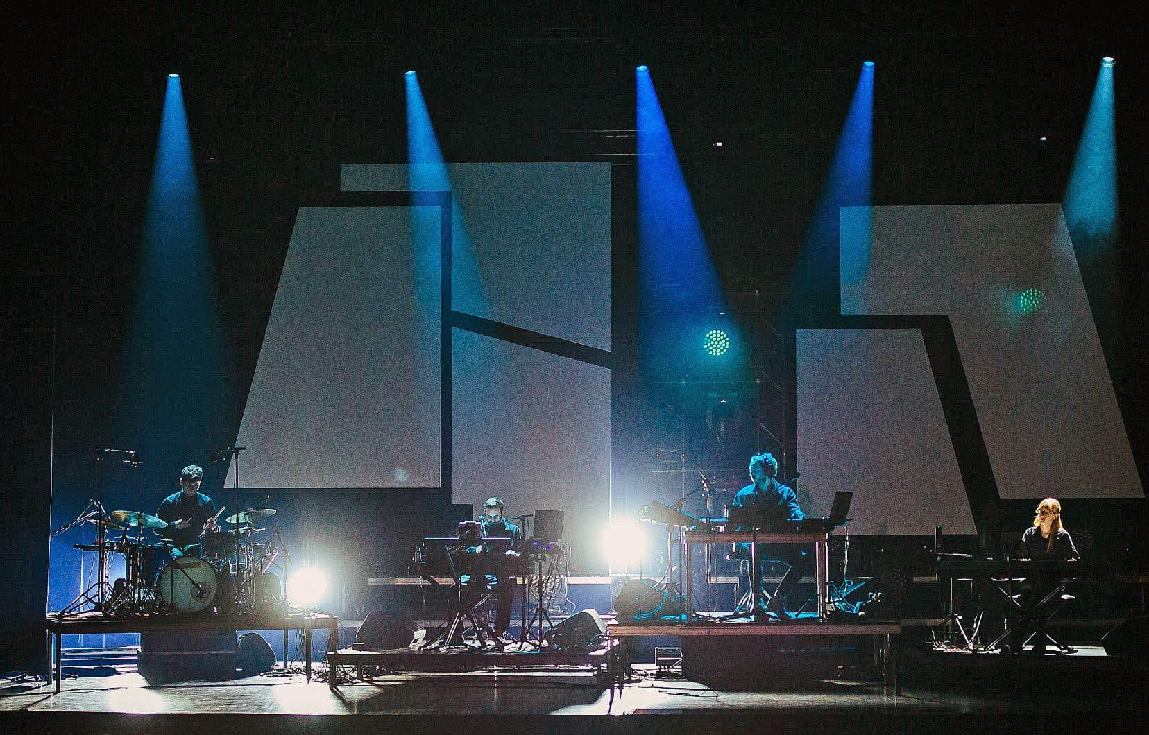 Oneohtrix Point Never était de passage à Montréal au théâtre du Monument-National le 26septembre dernier pour jouer «Myriad», le concert tiré de l'album «Age Of».