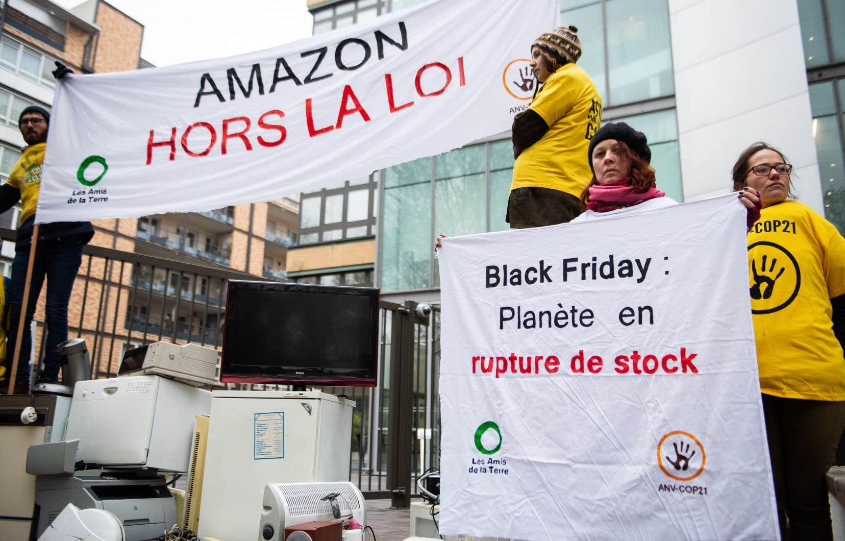 <p>Des salariés d'Amazon, ici en France, se sont mis en grèvepour exiger de meilleures conditions de travail.</p>