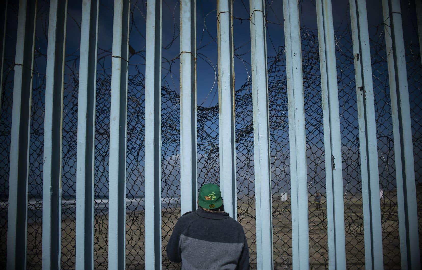 Les demandeurs d'asile resteront au Mexique pendant que leur demande est examinée aux États-Unis.