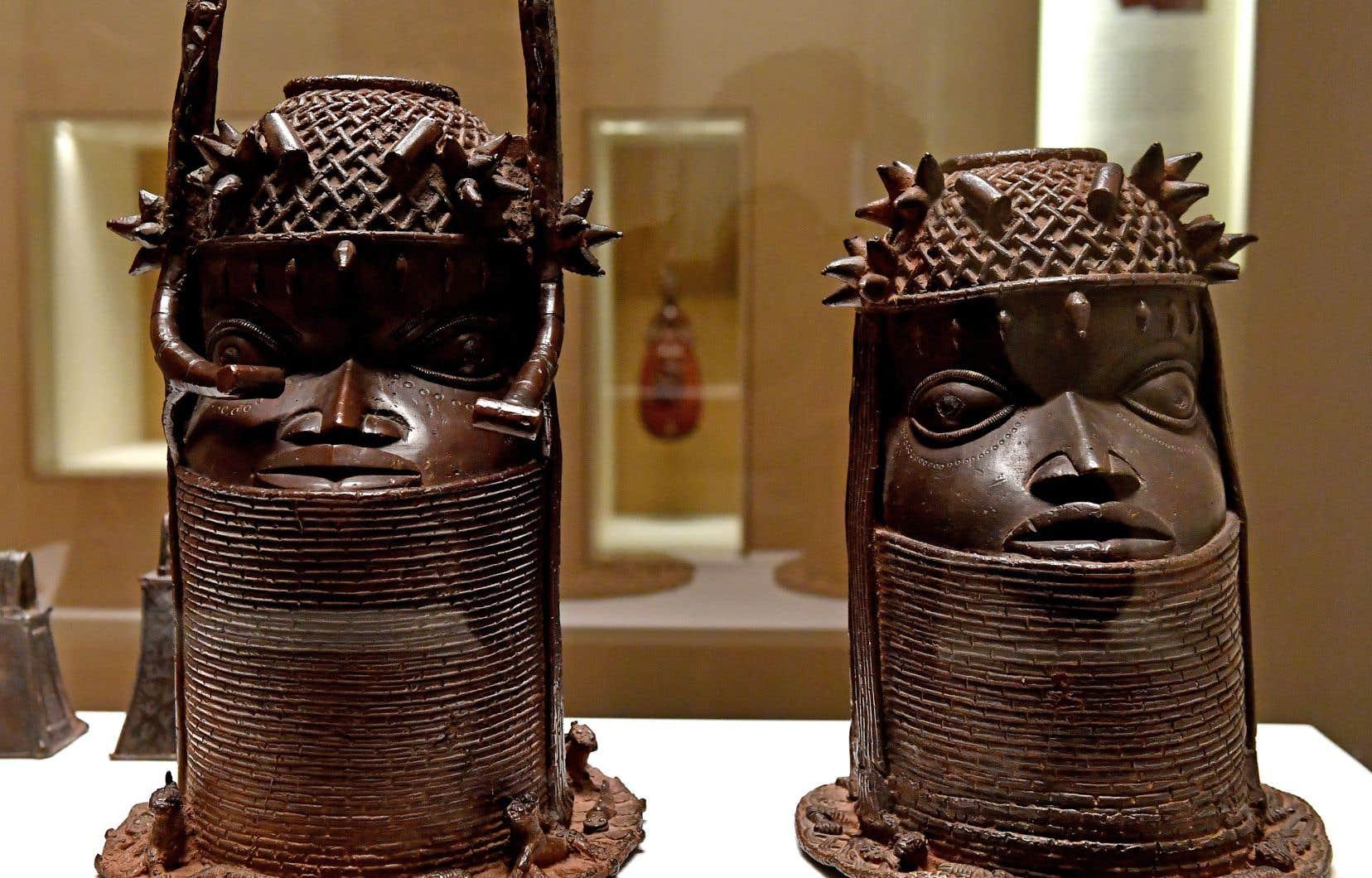 Des œuvres d'art béninoises exposées au Musée du quai Branly — Jacques Chirac, à Paris. Le Bénin fait partie des pays africains réclamant des œuvres à la France.