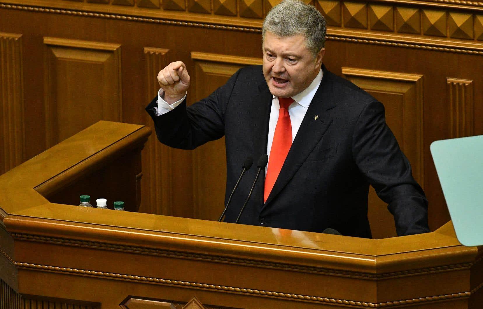 Le Parlement ukrainien a voté lundi pour imposer la loi martiale dans certaines parties du pays afin de lutter contre ce que son président, Petro Porochenko, a qualifié «d'agression croissante» de Moscou.