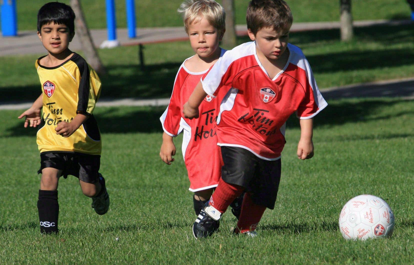 Le niveau d'activité physique chez les enfants décline partout dans le monde, mais il a atteint un plancher inquiétant au Canada.