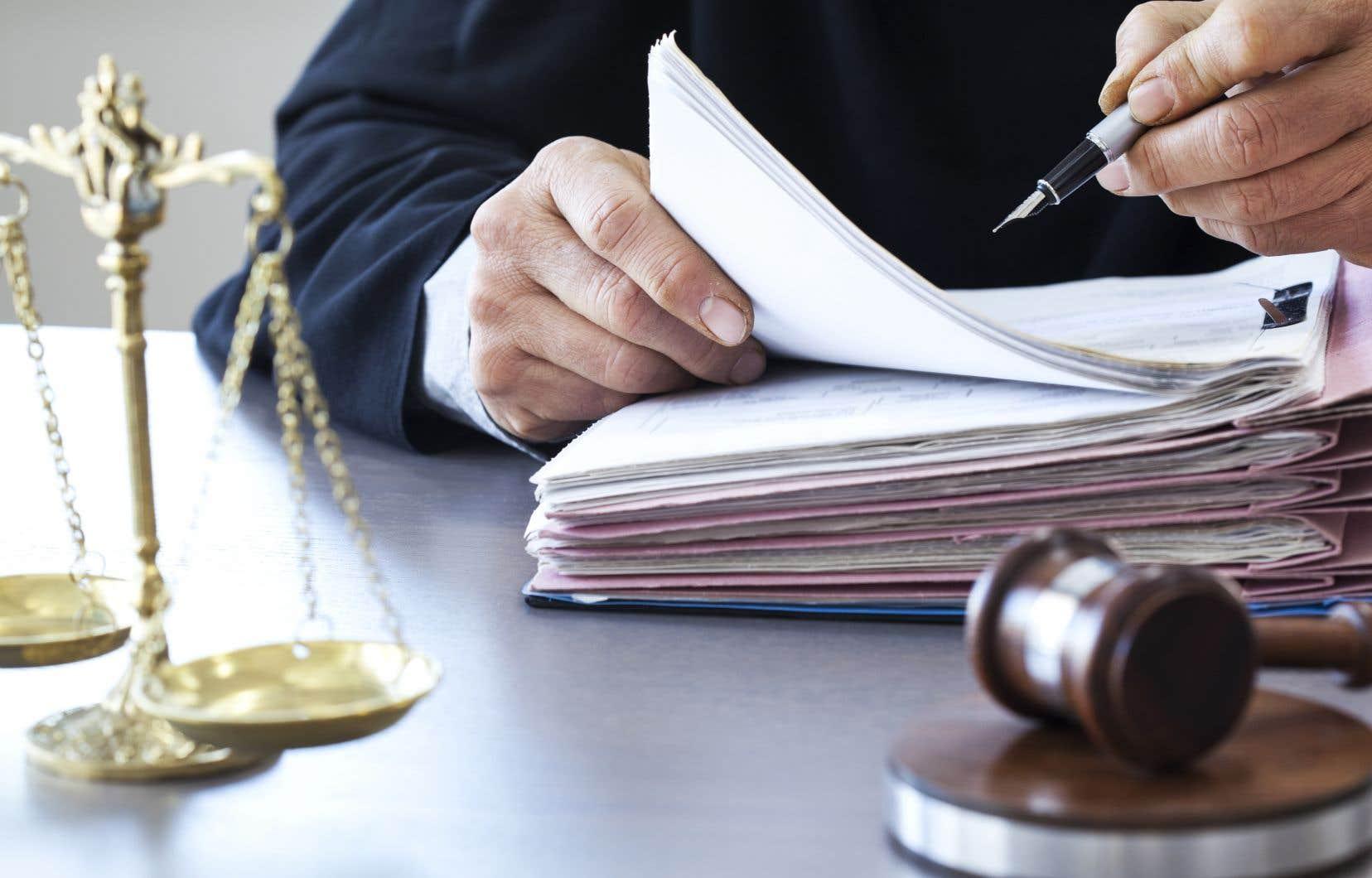 <p>À l'heure actuelle, tout dossier de 85000$ et moins est jugé par la Cour du Québec. En diminuant ce seuil à 55000$, les juges de la Cour supérieure récupéreraient près de 3% de tous les dossiers civils de la Cour du Québec.</p>