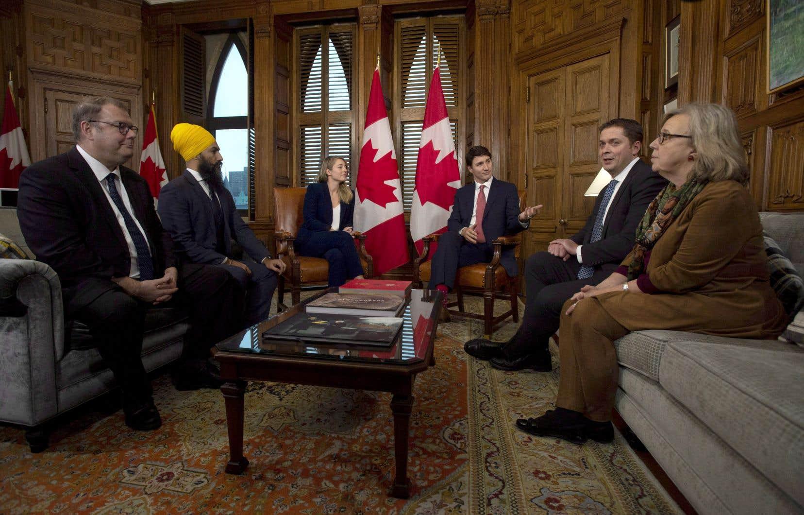 La rencontre d'une demi-heure, qui s'est déroulée entièrement en français, a porté sur les moyens qu'Ottawa pourrait déployer pour sauver l'Université de l'Ontario français.