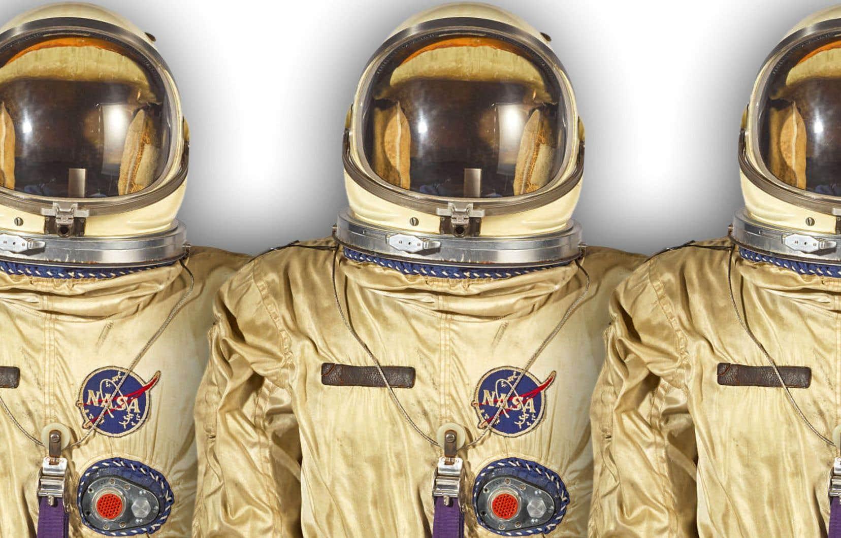 La combinaison Gemini avec le casque, les gants faits pour Pete Conrad et les bottes faites pour Frank Borman. Il s'agirait de la seule combinaison complète utilisée par un astronaute sur le marché.