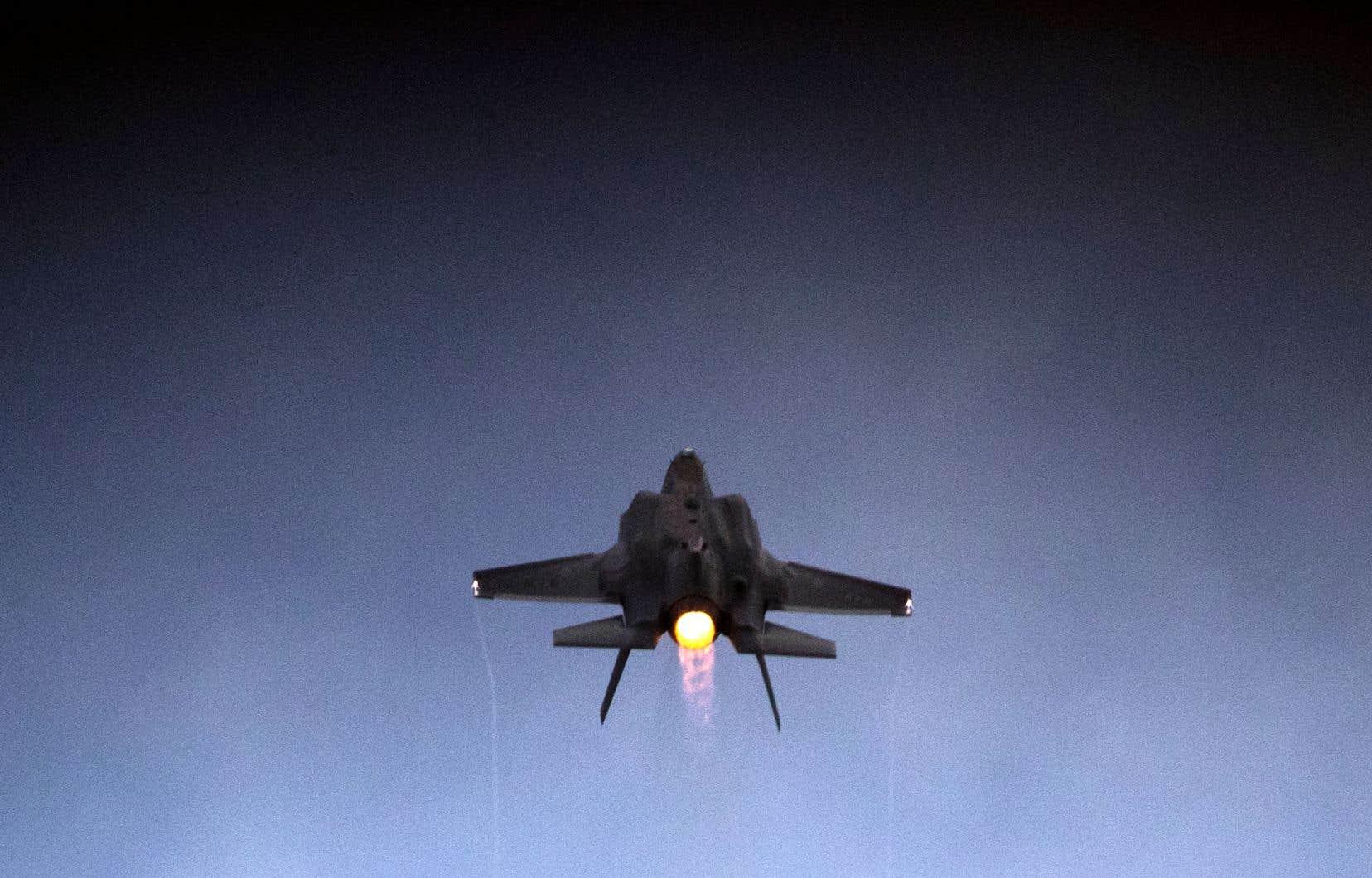 Un avion de combat F-35 israélien décollant de la base aérienne militaire de Hatzerim, dans la région désertique de Negev, en Israël, le 27 décembre 2017.