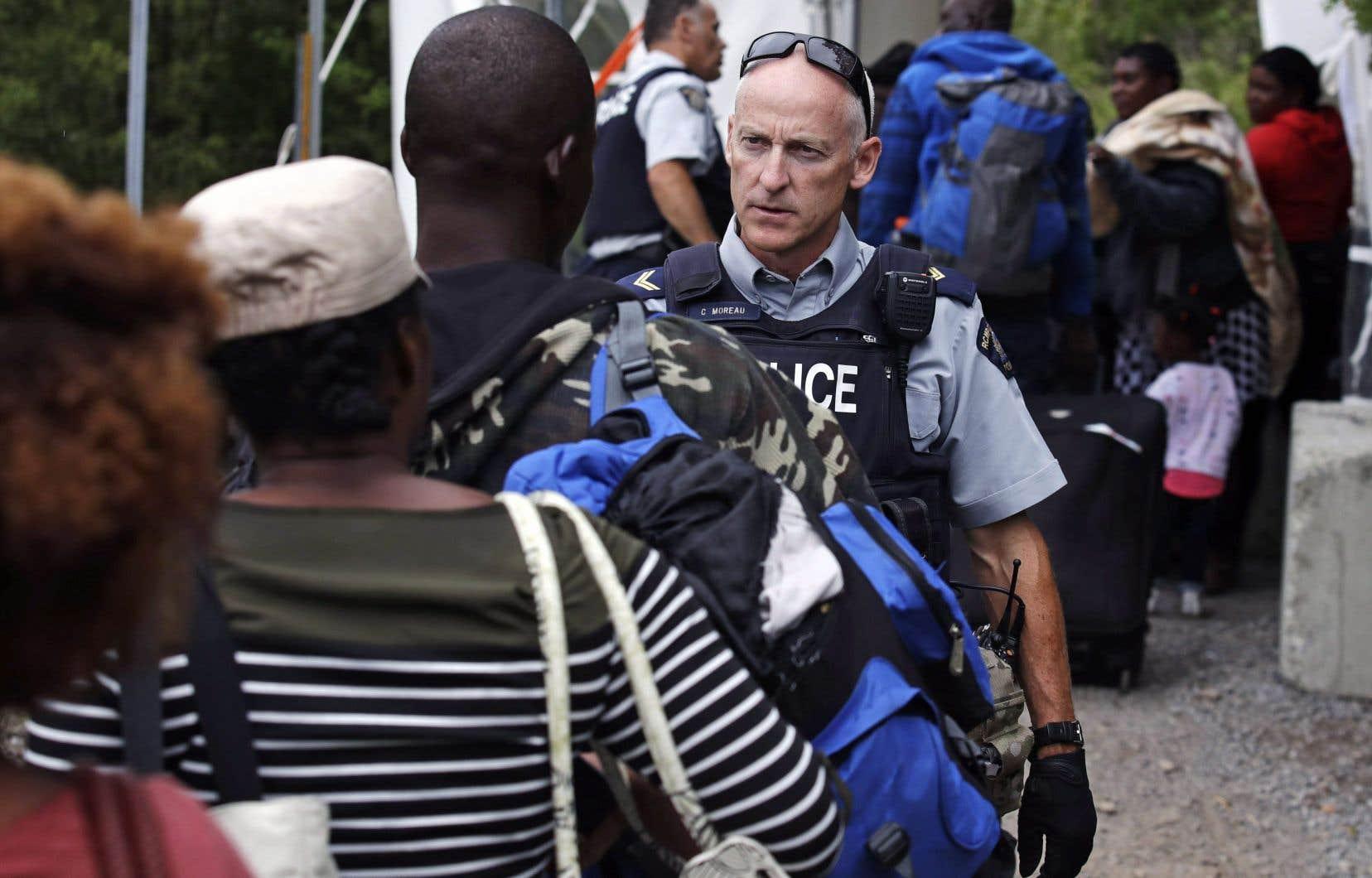 Les agents de la GRC ont intercepté entre janvier et novembre 2018 un peu plus de 17000 demandeurs d'asile ayant traversé la frontière de manière irrégulière entre les États-Unis et le Québec.