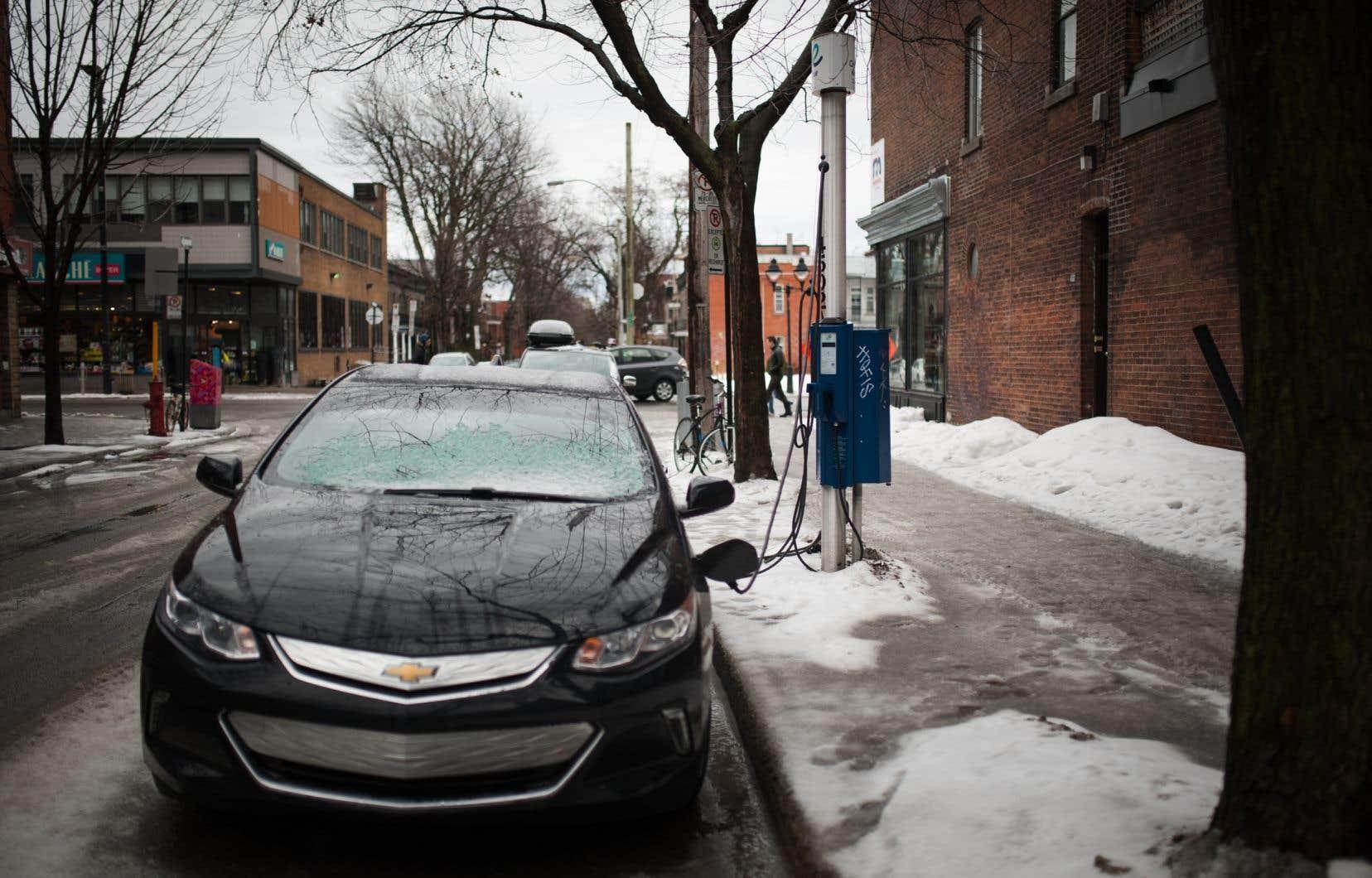 Quel que soit le mode de transport terrestre que nous utilisons, qu'il soit électrique, à essence, individuel ou collectif, moins nous roulons, moins nous polluons.