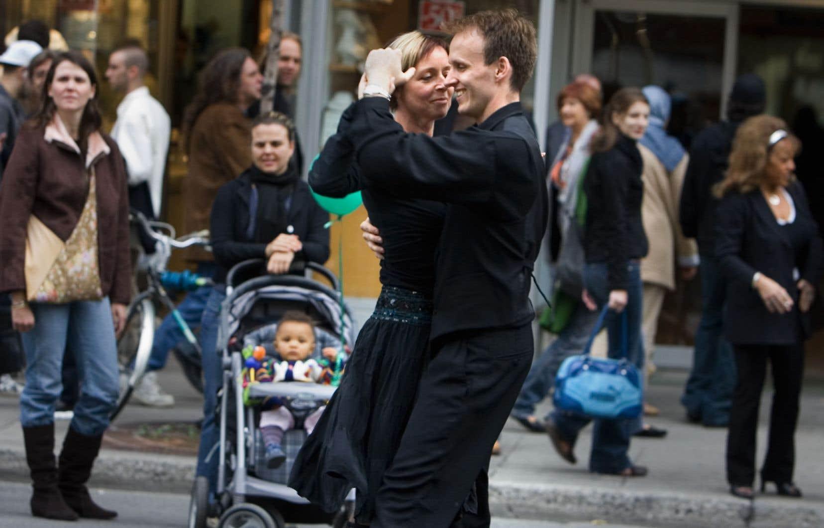 Les danseurs le savent d'expérience, depuis des lunes; la science le dit maintenant aussi: la danse favorise la socialisation, le dialogue, la gestion des émotions et le développement de l'empathie.