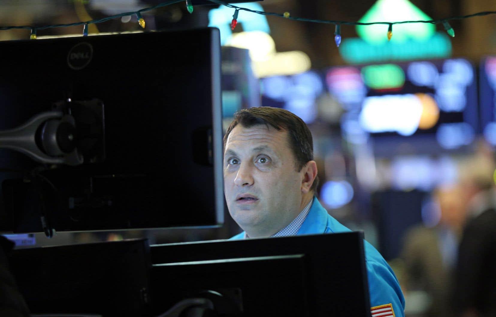 Le Nasdaq a terminé en baisse de 3,7% à 6798,15, le S&P 500, plus large baromètre du marché, a reculé de 3,2% à 2702,30 et le Dow Jones a cédé 3,1% à 25 045,90.