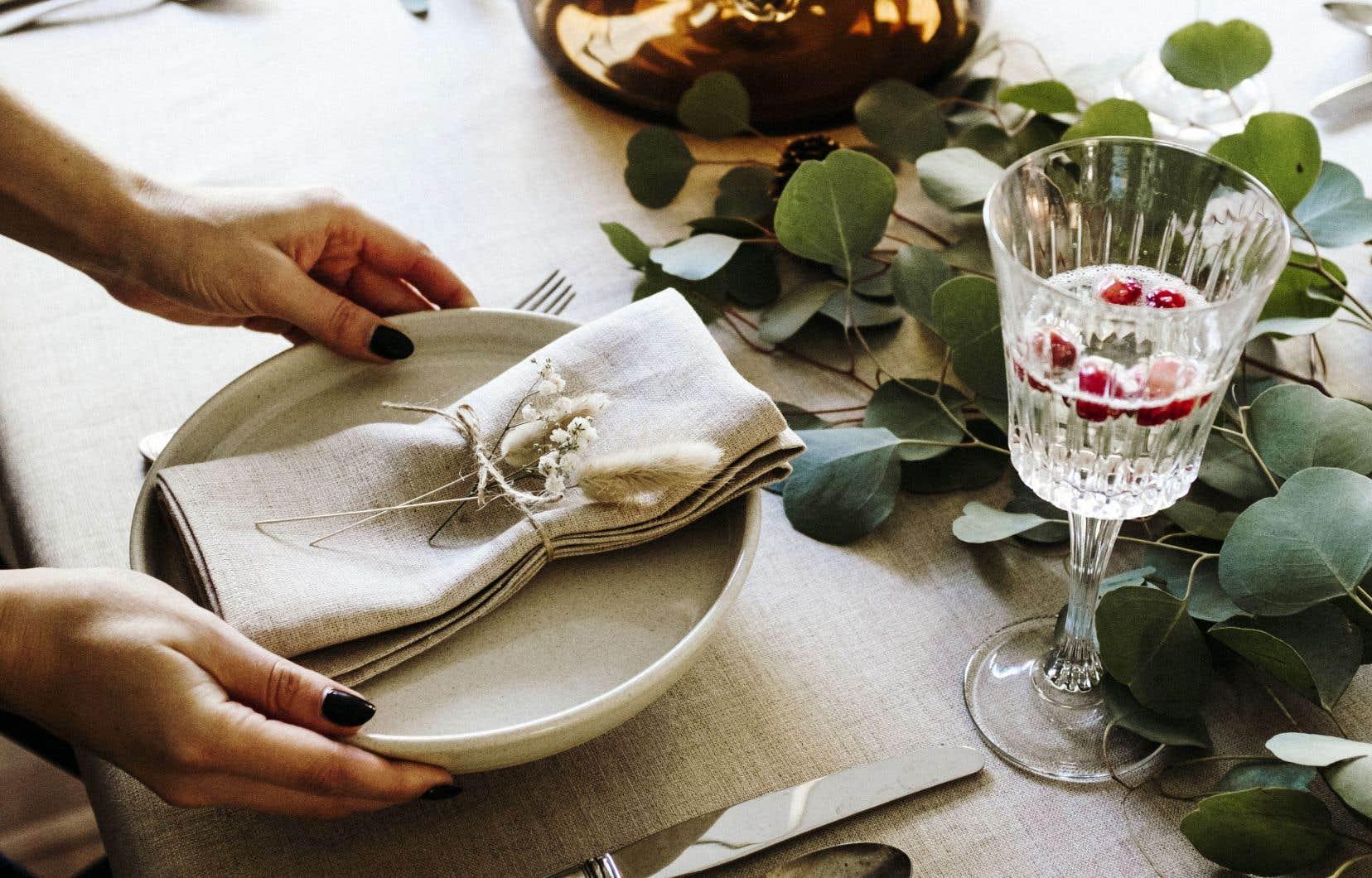 <p>On mange d'abord avec les yeux. Et s'il y a un moment de l'année où l'art de mettre la table prend une importance plus grande que d'habitude, c'est pour les repas du temps des Fêtes.</p>