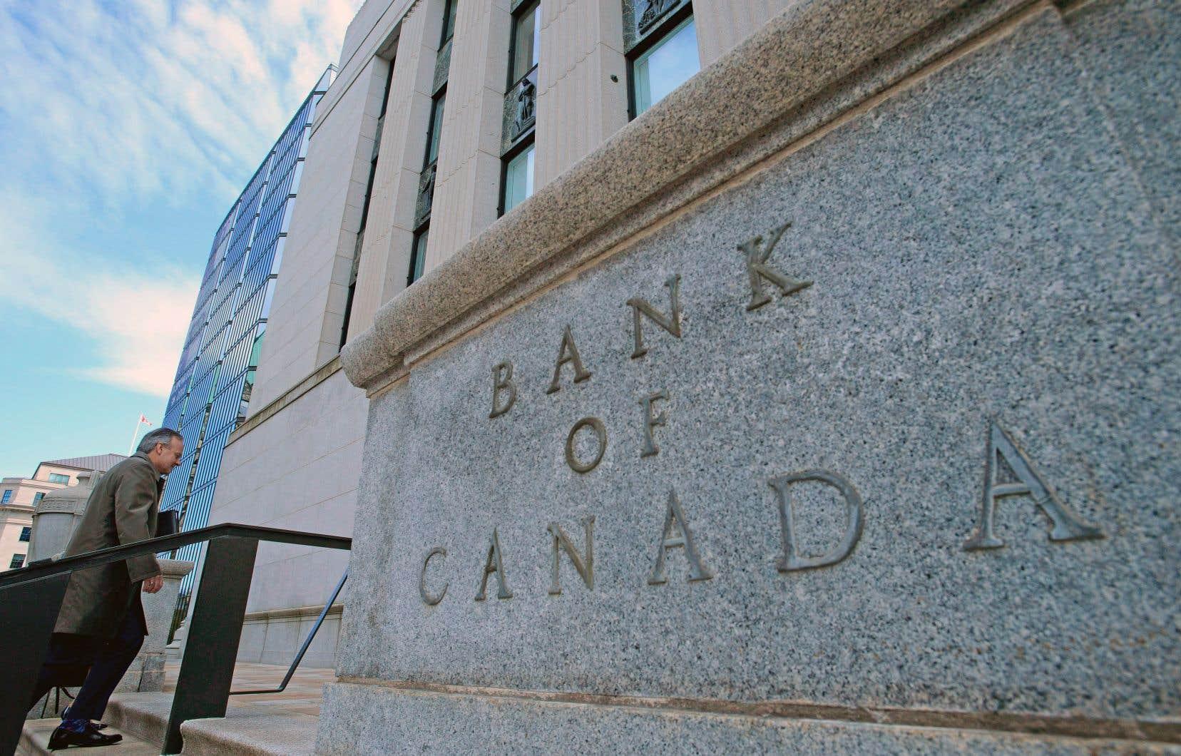 La Banque du Cnaada se promet notamment de suivre de près l'impact du resserrement des règles hypothécaires au pays ainsi que de sa propre remontée des taux d'intérêt des derniers mois sur les dépenses des ménages et le logement.