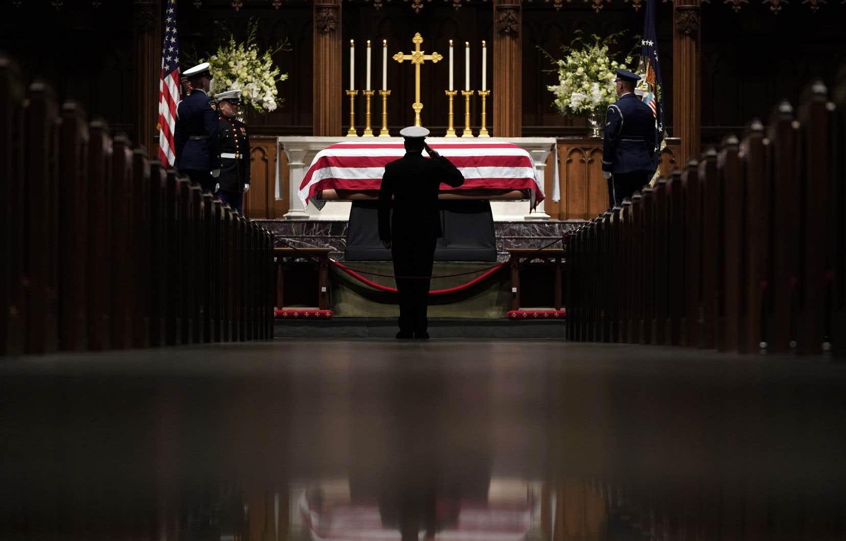 Le cercueil du 41eprésident américain a quitté pour la dernière fois Washington pour le Texas, où il sera inhumé jeudi.