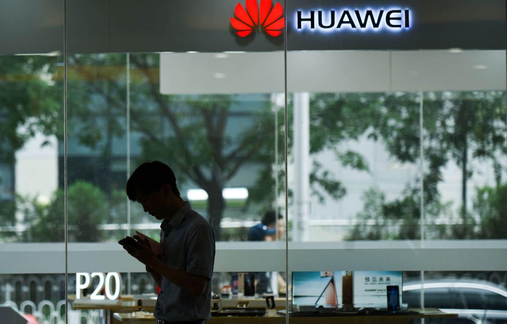Les autorités américaines soupçonneraient Huawei d'avoir exporté depuis au moins 2016 des produits d'origine américaine vers l'Iran et d'autres pays visés par des sanctions américaines.